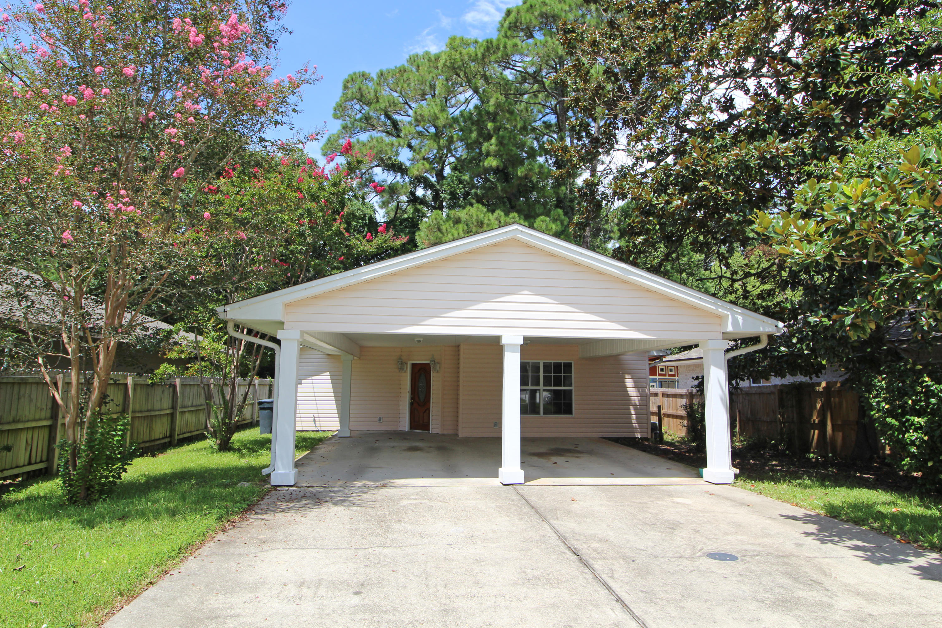 Photo of home for sale at 132 Magnolia, Fort Walton Beach FL