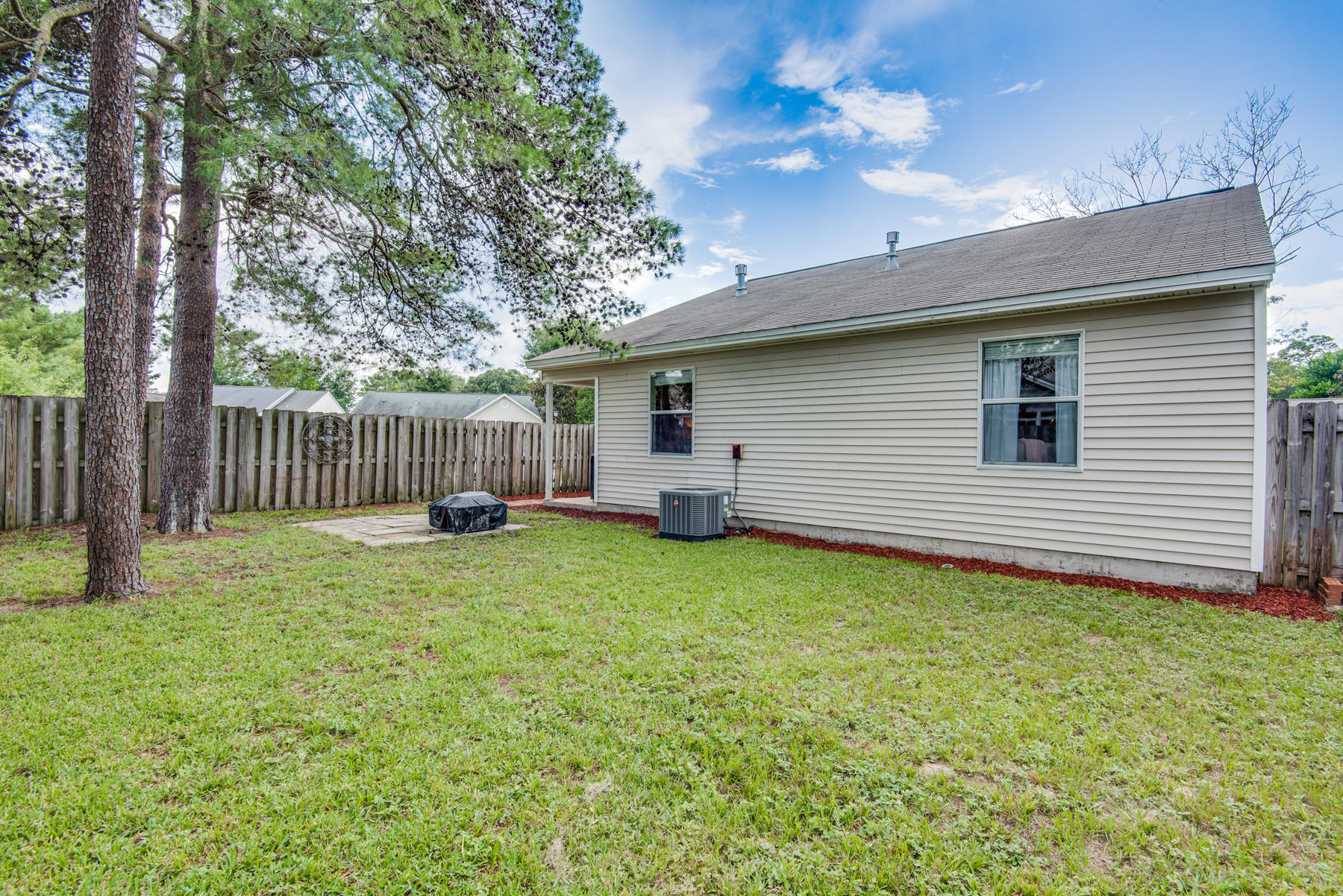 Photo of home for sale at 1543 Meadowbrook, Niceville FL