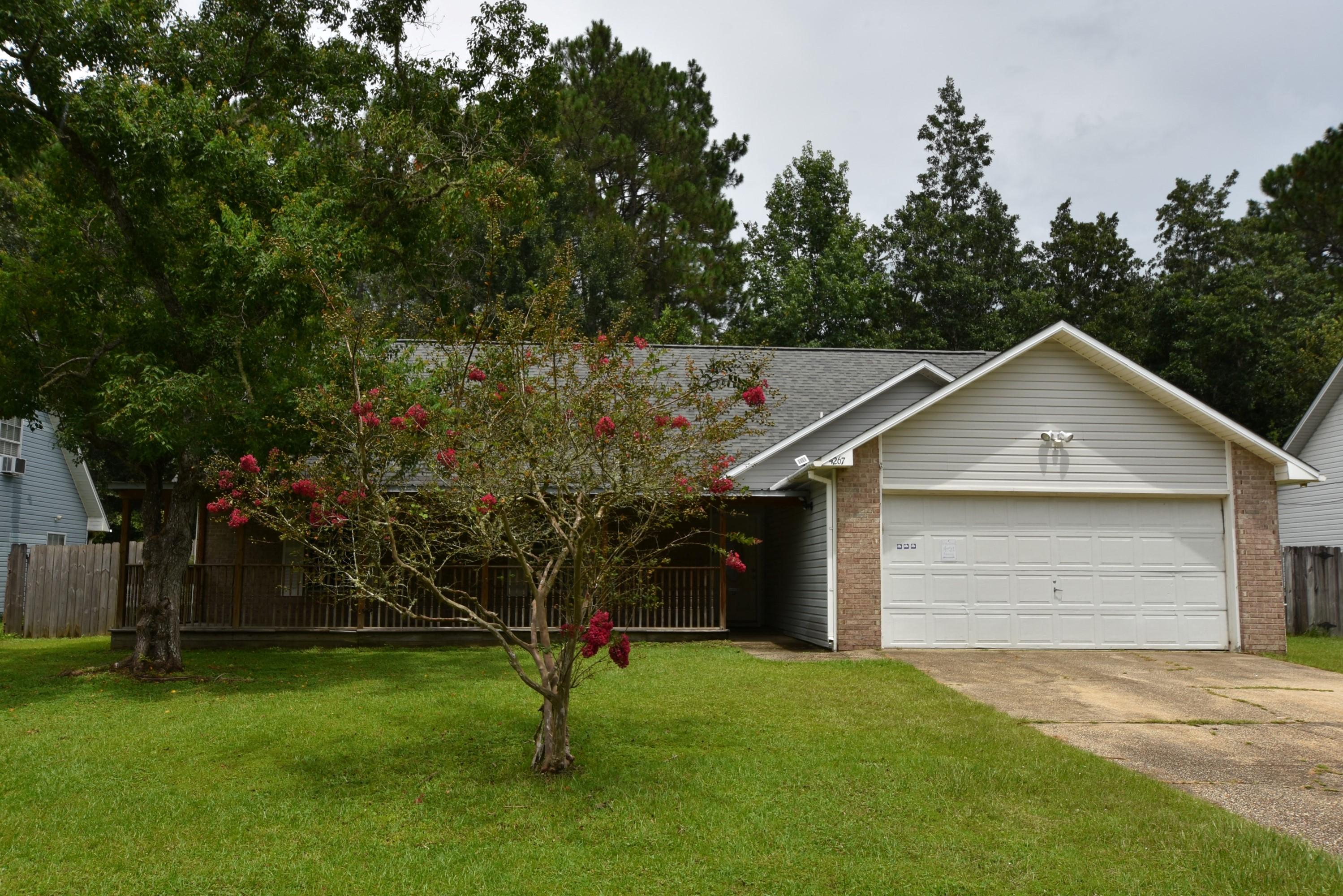 Photo of home for sale at 4267 Antioch, Crestview FL
