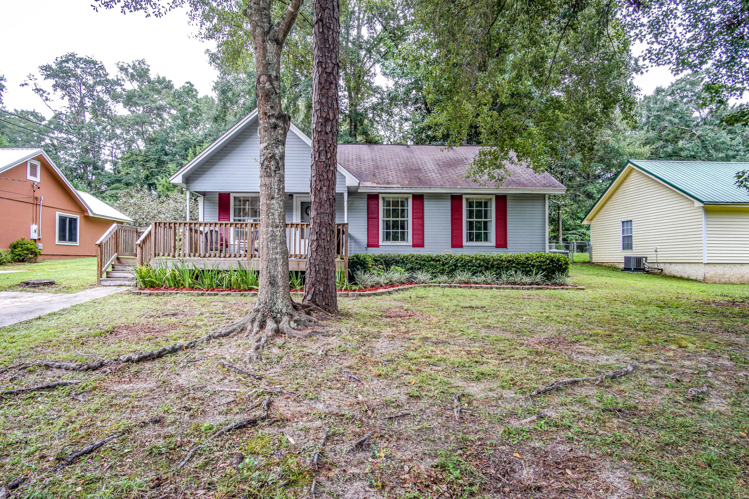 Photo of home for sale at 1198 Texas, Crestview FL