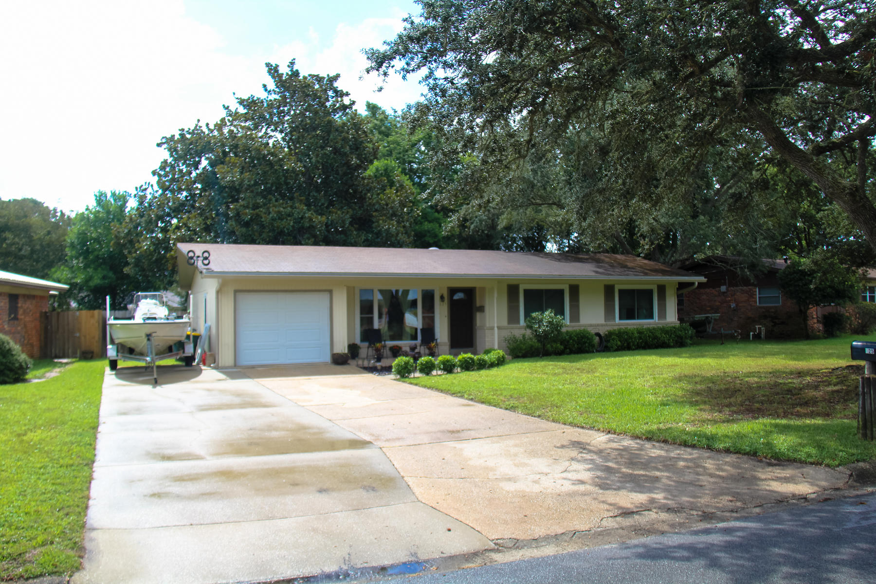 Photo of home for sale at 125 Fulmar, Fort Walton Beach FL