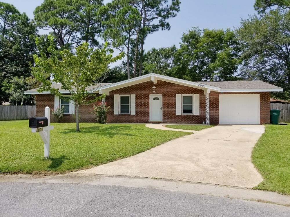 Photo of home for sale at 2001 Coconut Palm, Niceville FL