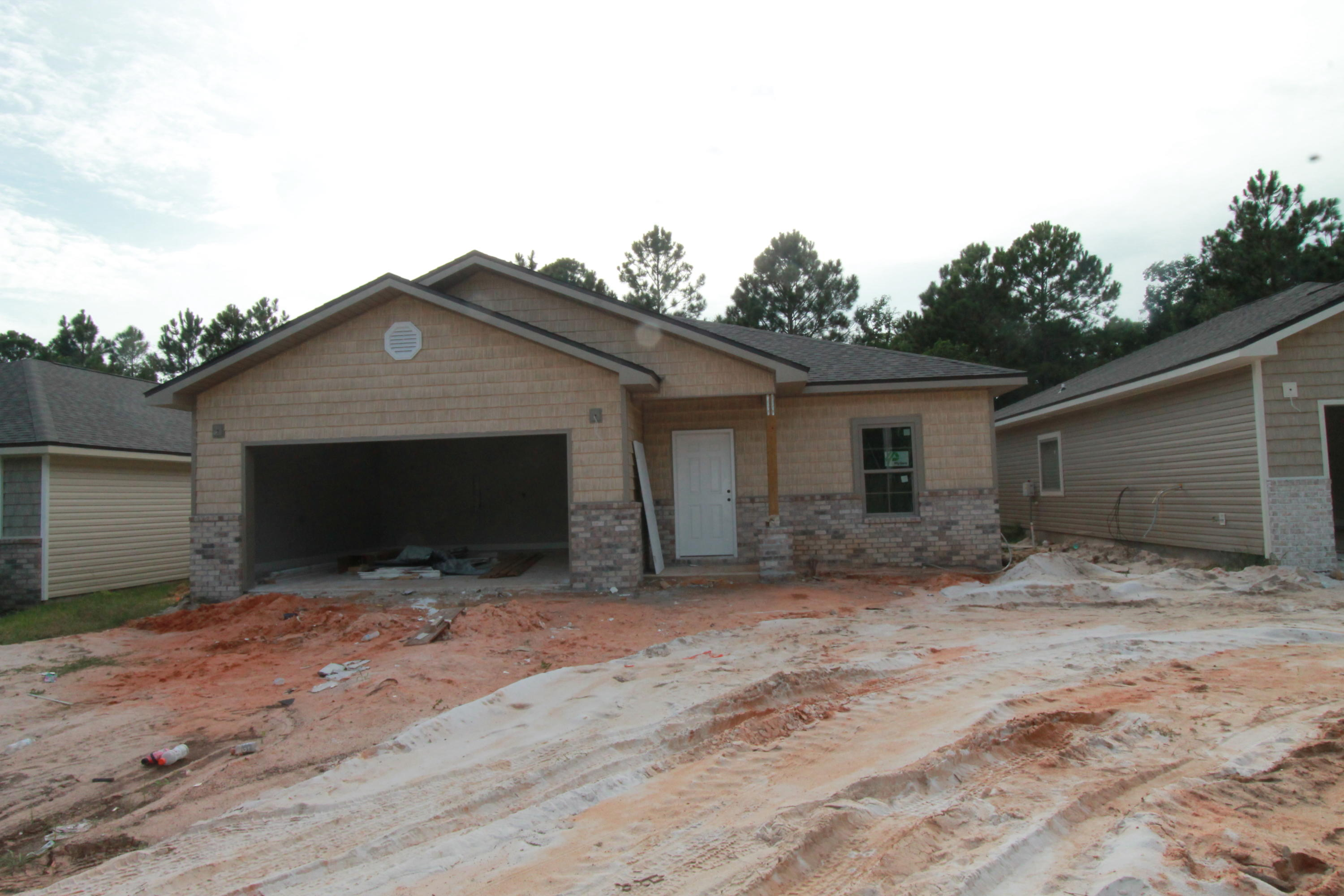 Photo of home for sale at 2221 Tom, Navarre FL