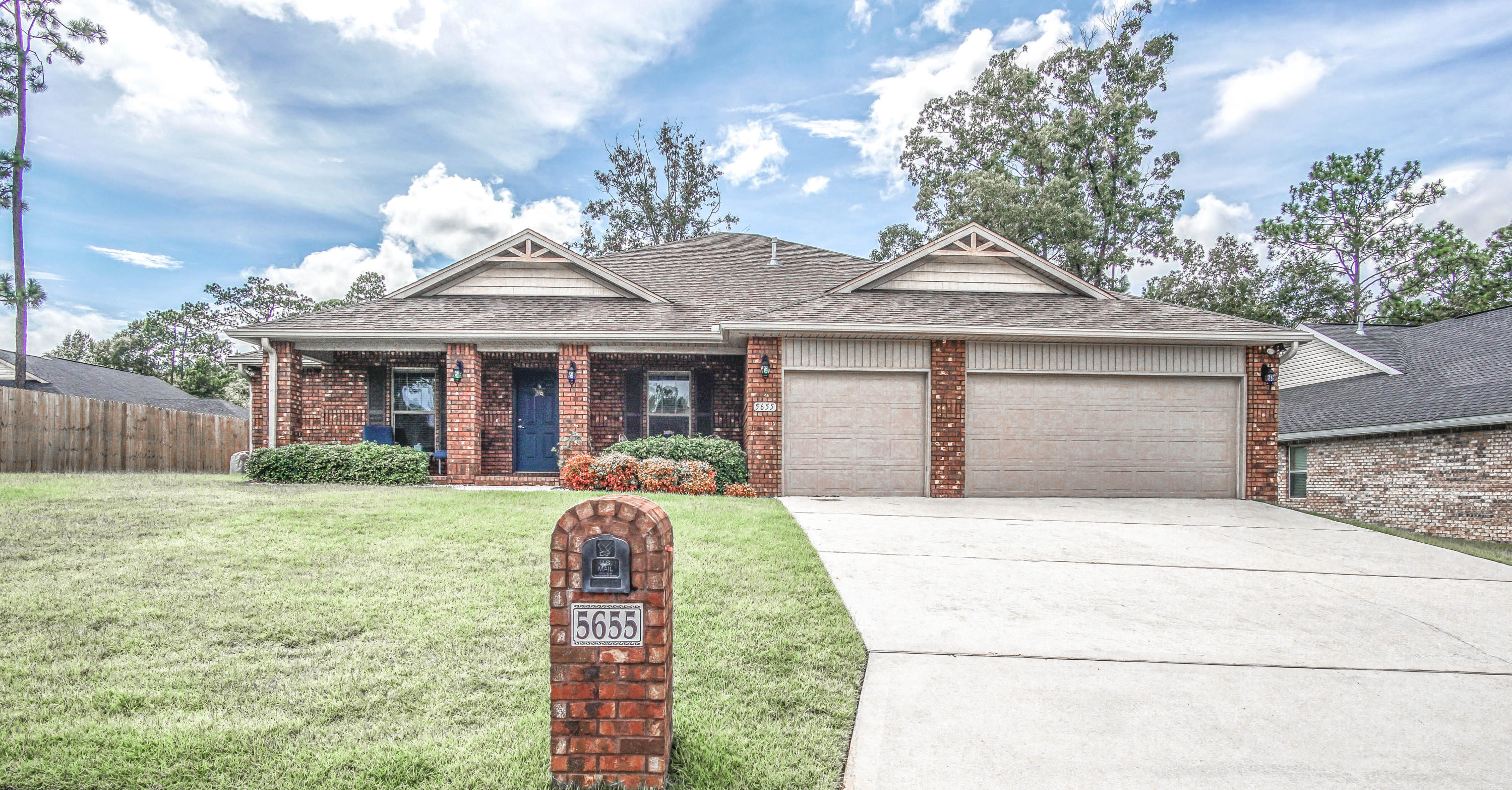 Photo of home for sale at 5655 N Brook, Crestview FL
