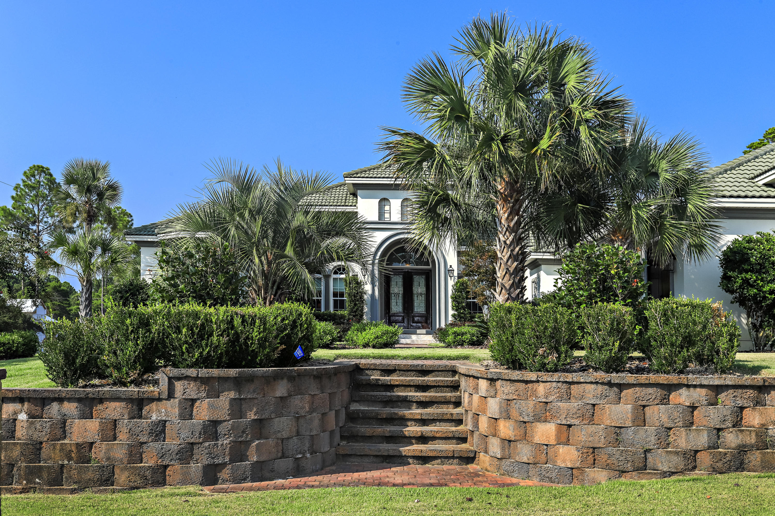Photo of home for sale at 15 Fox Lake, Santa Rosa Beach FL