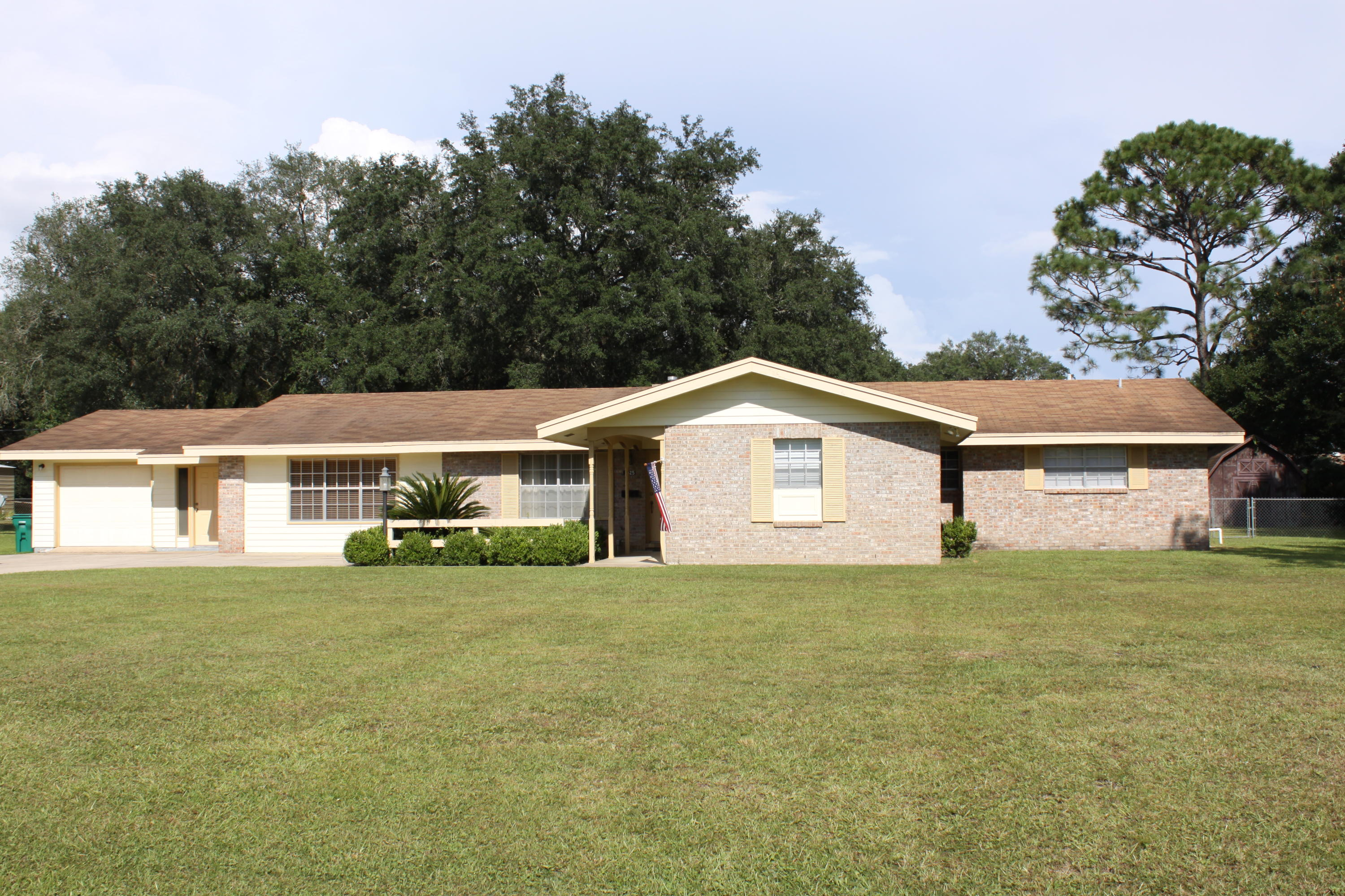 Photo of home for sale at 1325 Julia, Fort Walton Beach FL