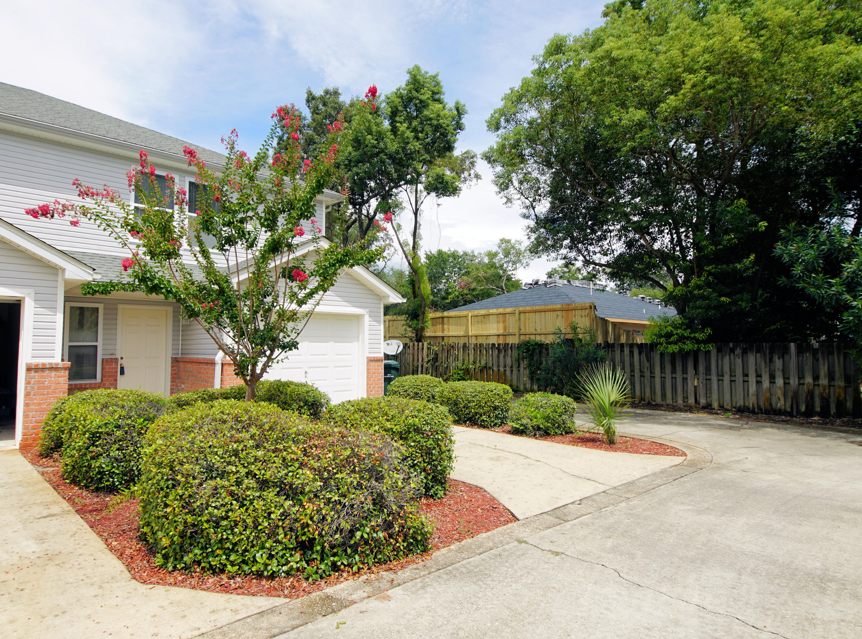 Photo of home for sale at 10 Park, Fort Walton Beach FL