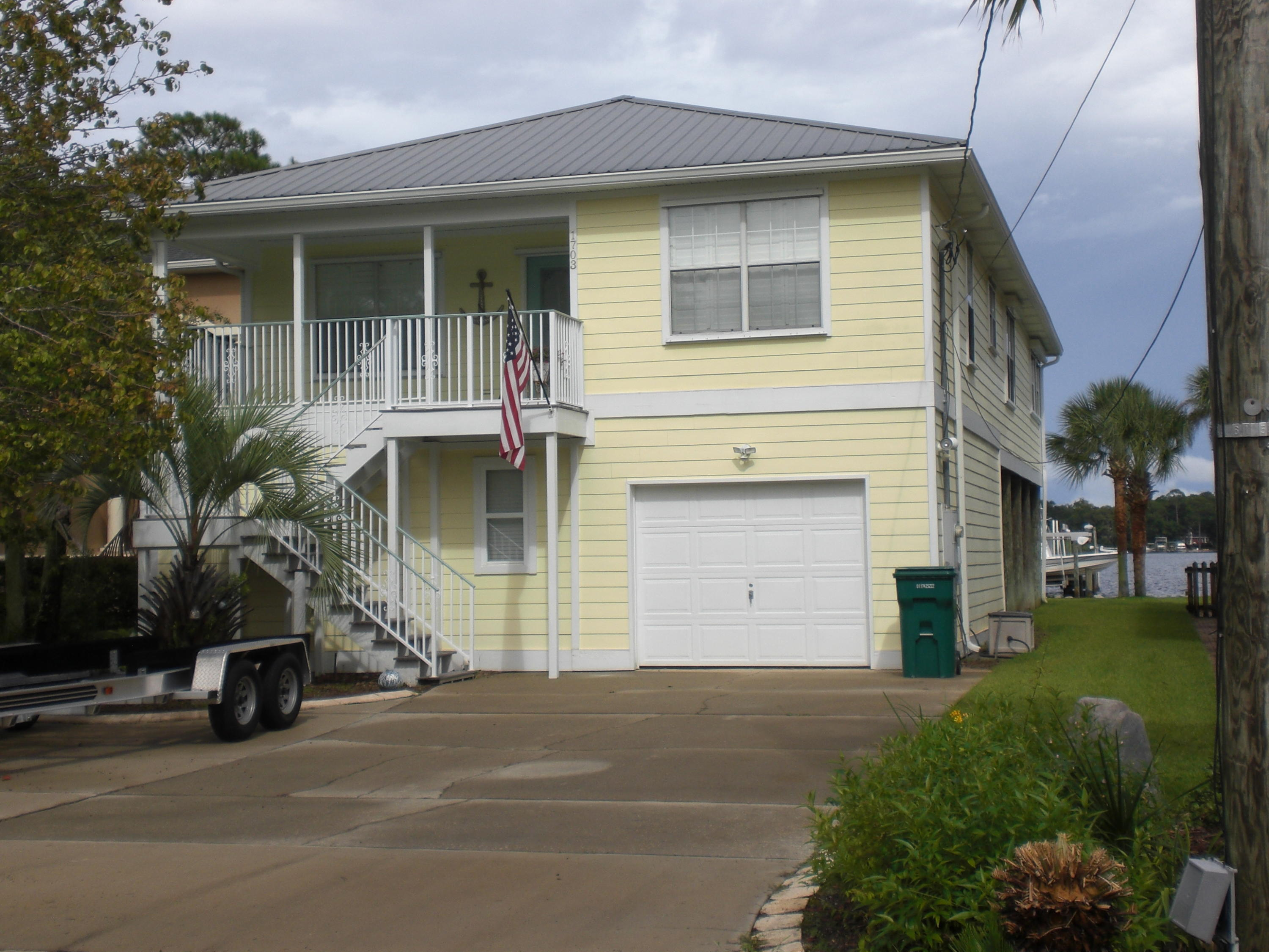 Photo of home for sale at 1703 Osceola Bay, Niceville FL