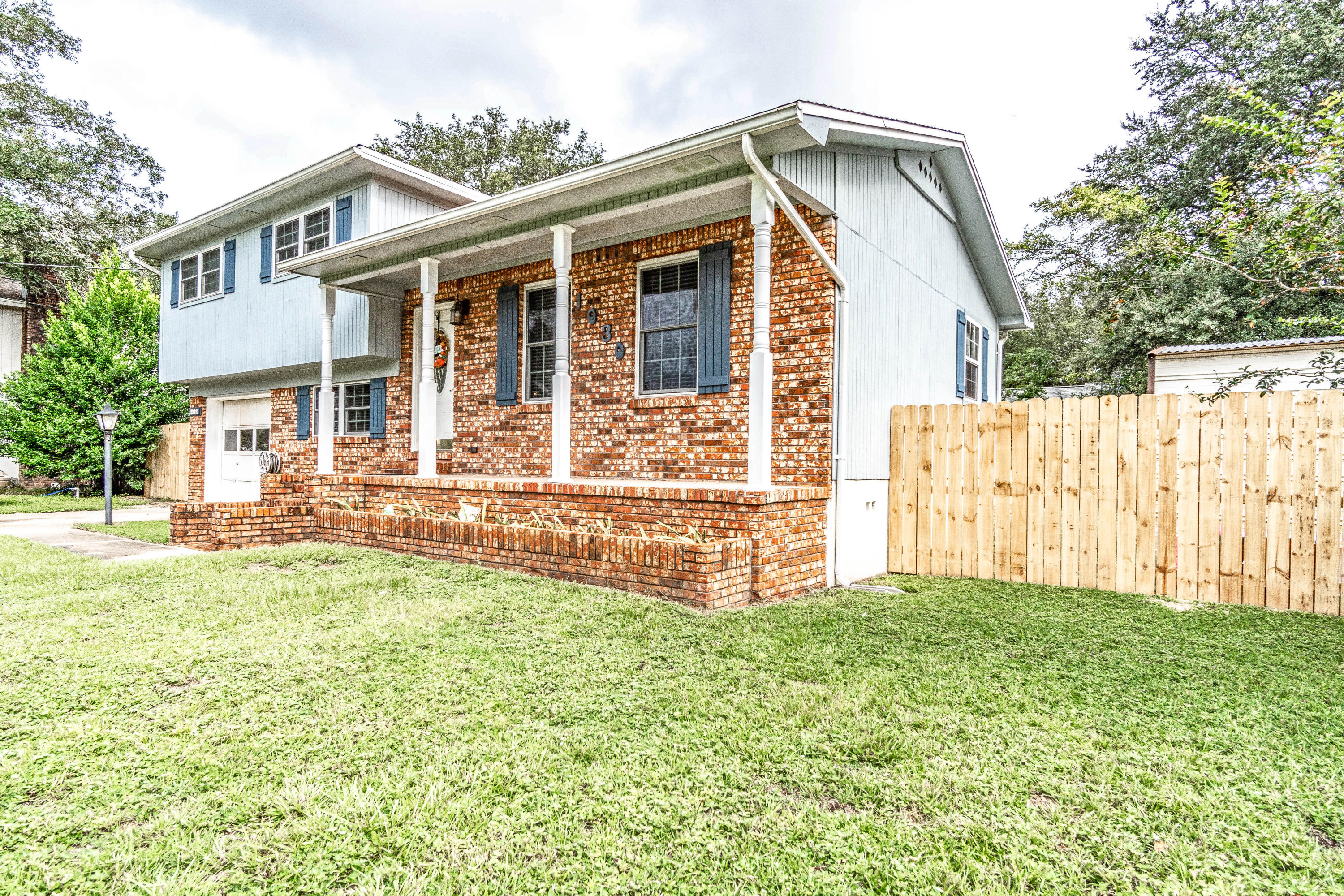 Photo of home for sale at 1030 37th, Niceville FL