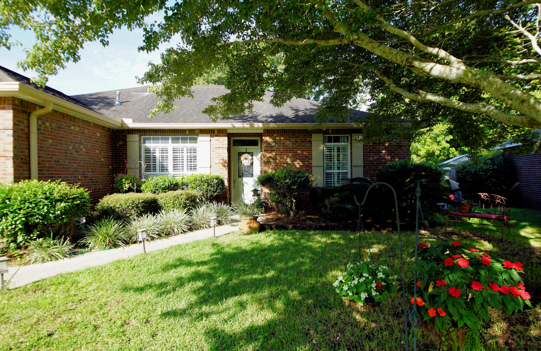 Photo of home for sale at 4574 Castlewood, Niceville FL