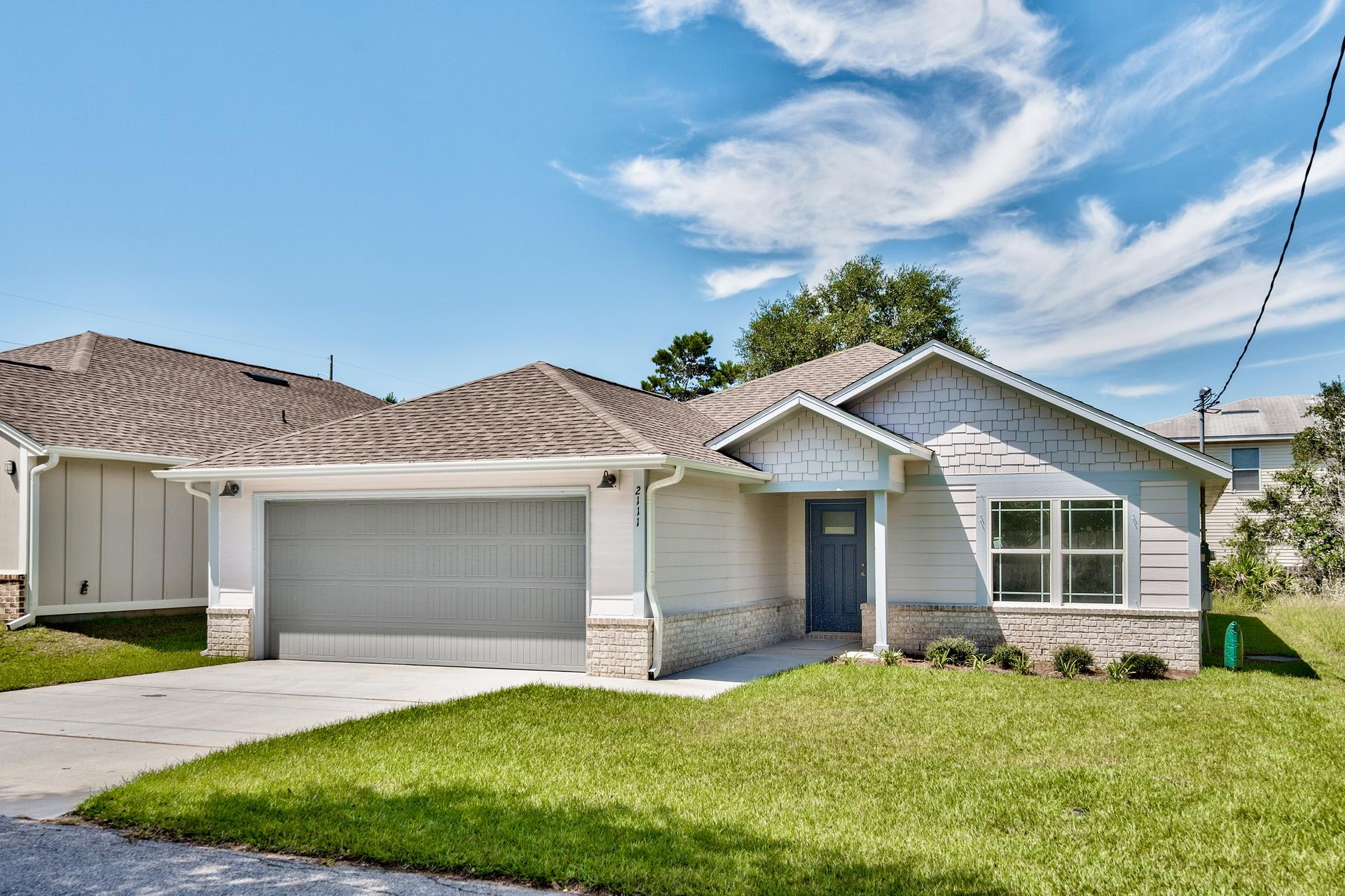 Photo of home for sale at 2111 Nina, Navarre FL