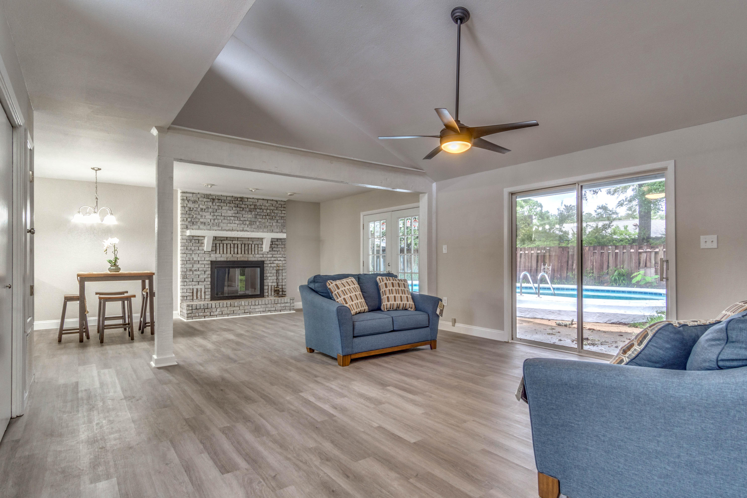 Photo of home for sale at 205 Kettering, Fort Walton Beach FL