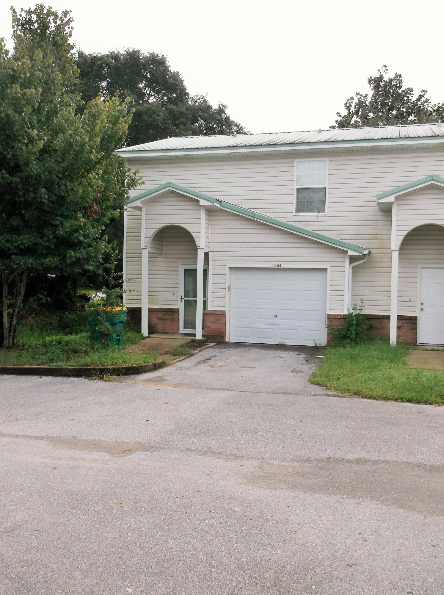 Photo of home for sale at 1109 Tiki Too, Fort Walton Beach FL