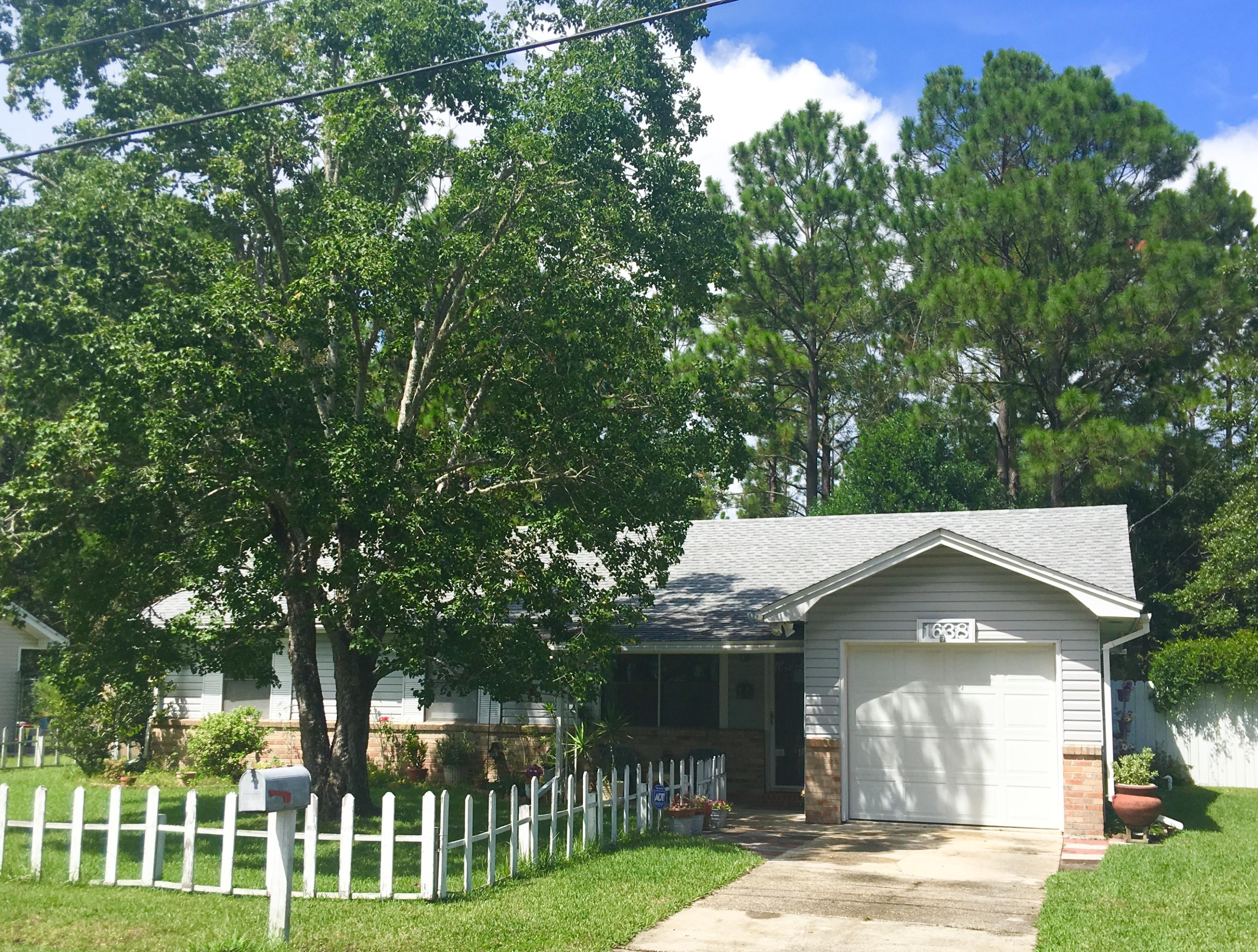 Photo of home for sale at 1638 Campbell Dr, Fort Walton Beach FL