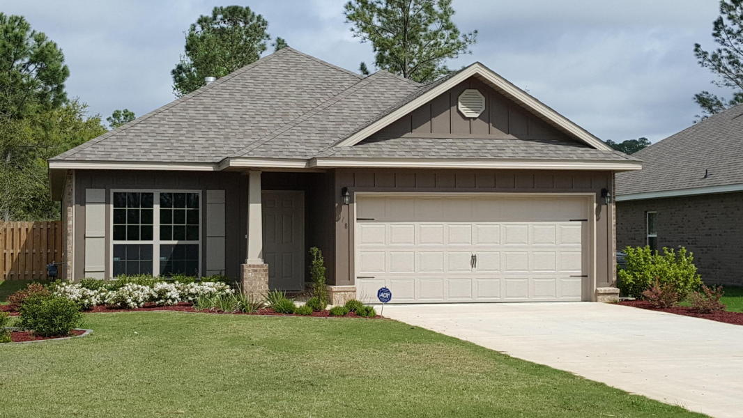 Photo of home for sale at 322 Lottie, Freeport FL