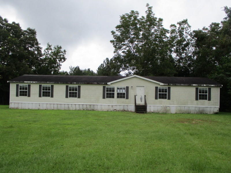 Photo of home for sale at 1901 Sexton, Defuniak Springs FL