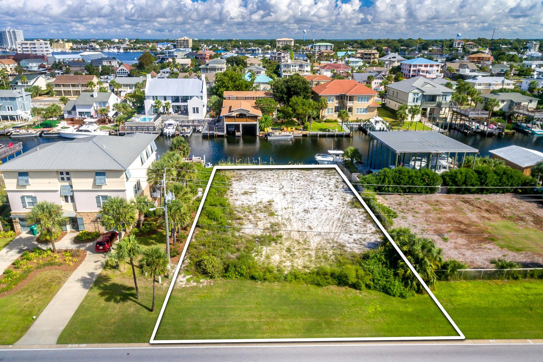 Photo of home for sale at 525 Gulf Shore, Destin FL