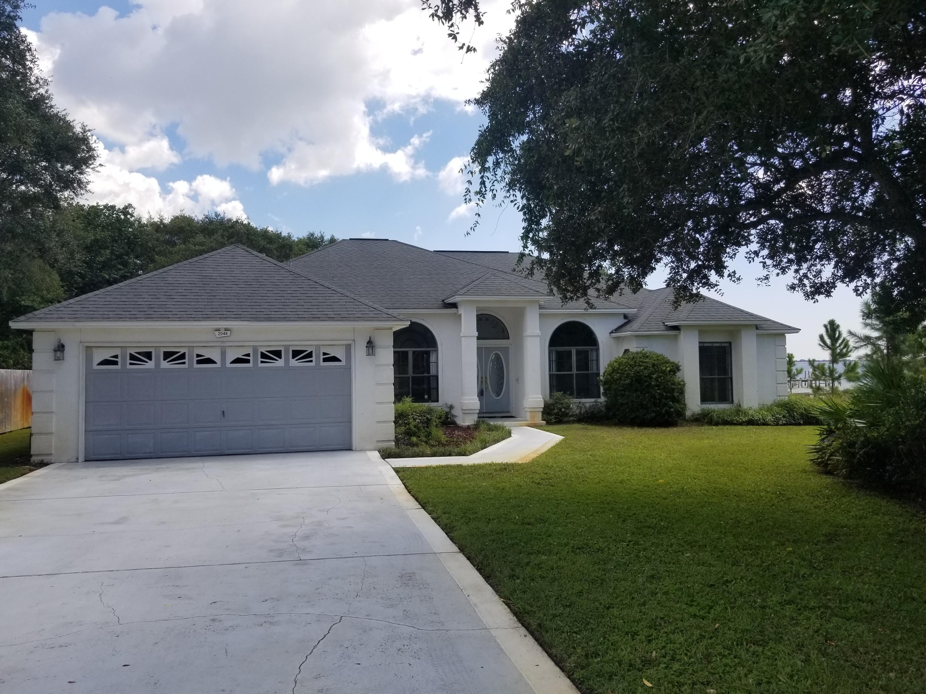 Photo of home for sale at 2044 Pritchard Point, Navarre FL