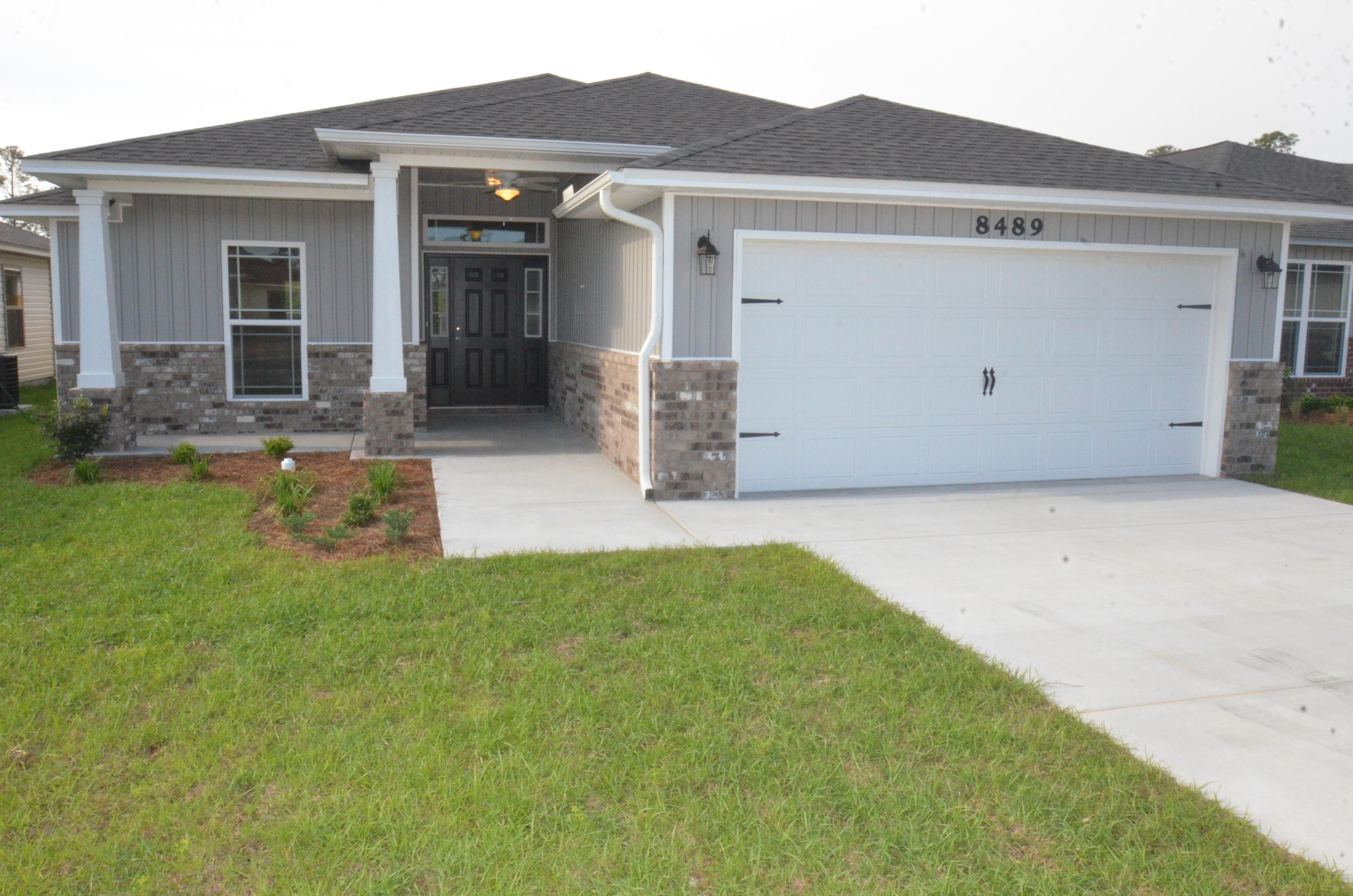 Photo of home for sale at 2446 Spur, Gulf Breeze FL