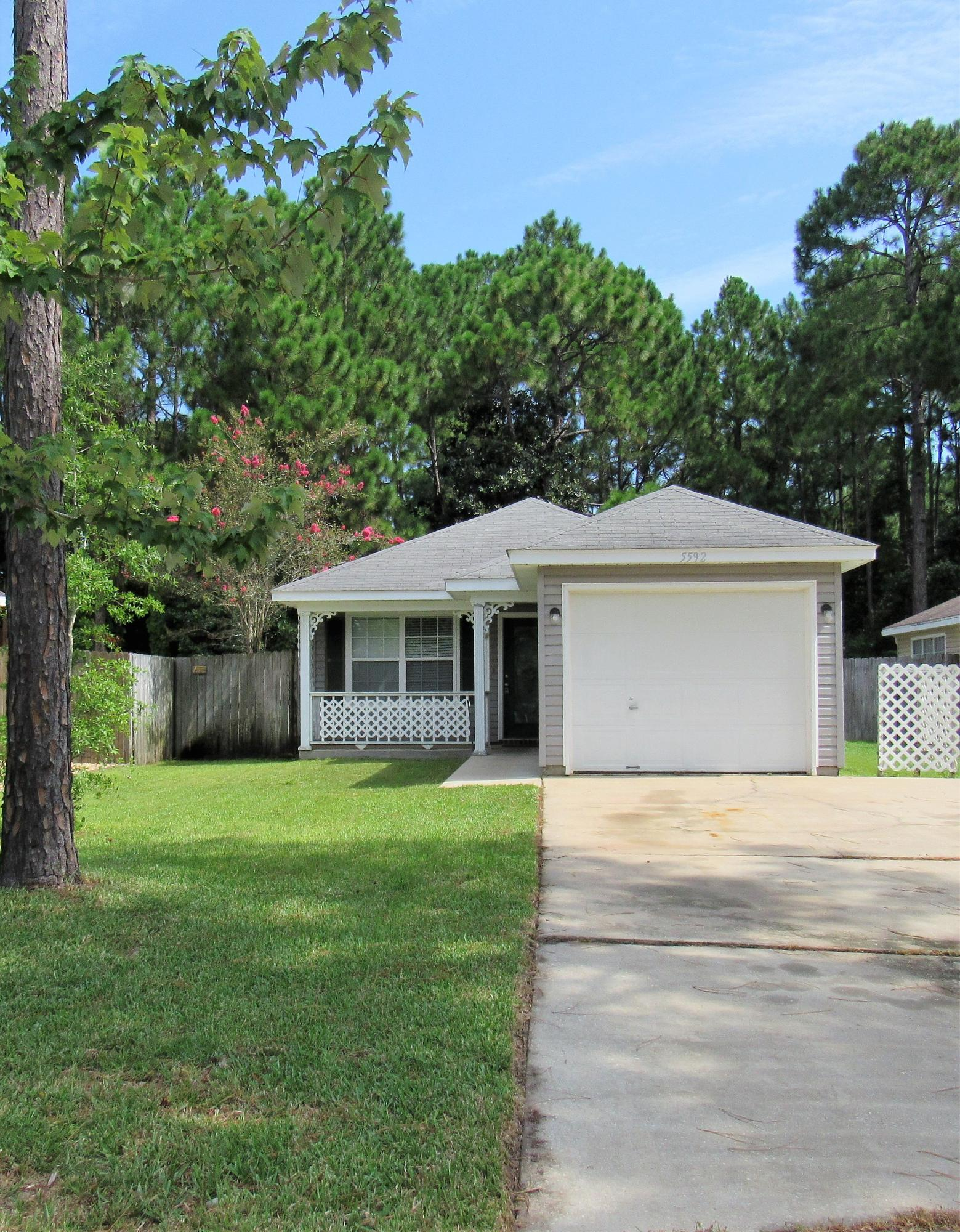 Photo of home for sale at 5592 Brentwater, Gulf Breeze FL