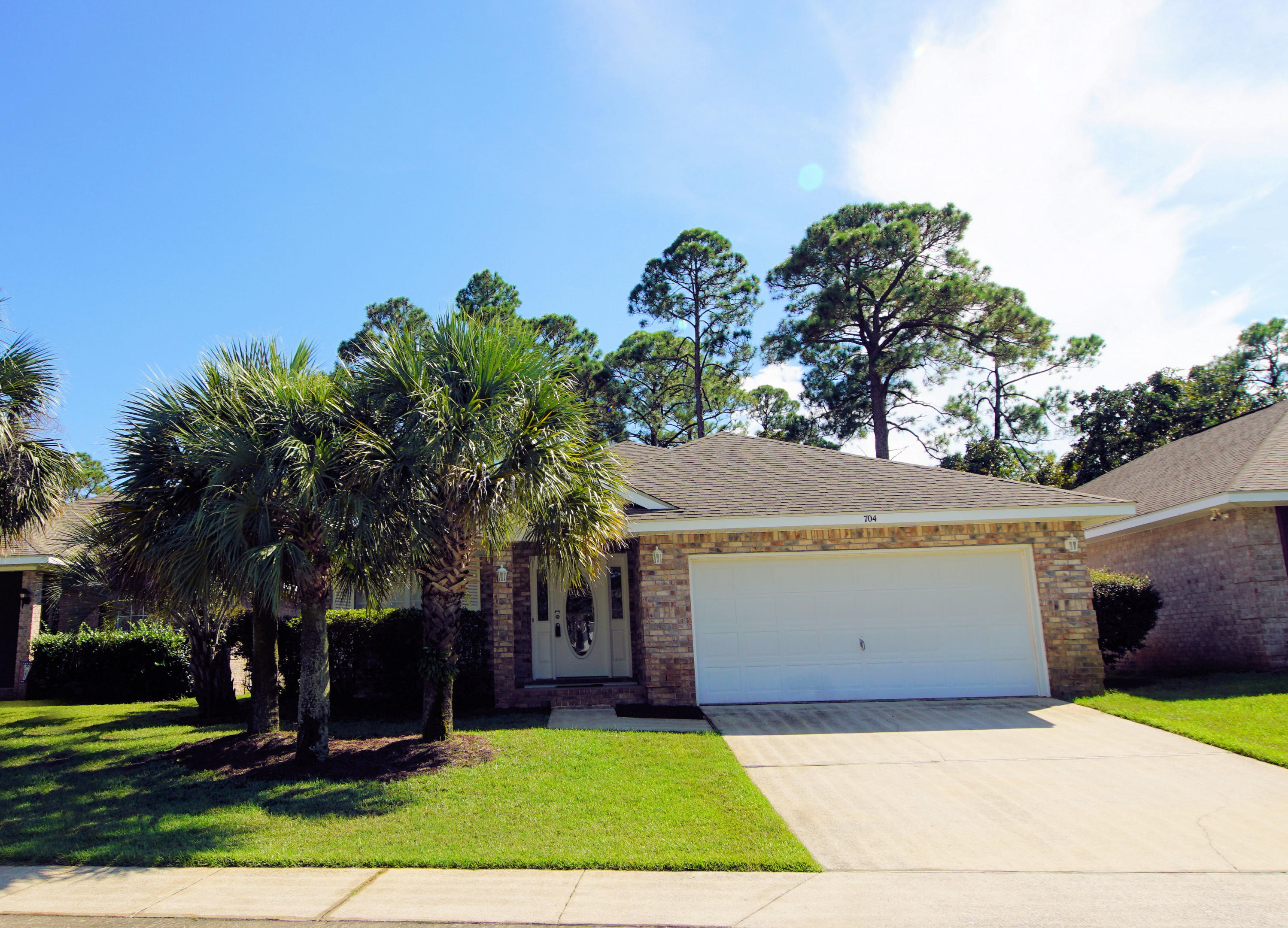 Photo of home for sale at 704 Marsh Harbor, Mary Esther FL