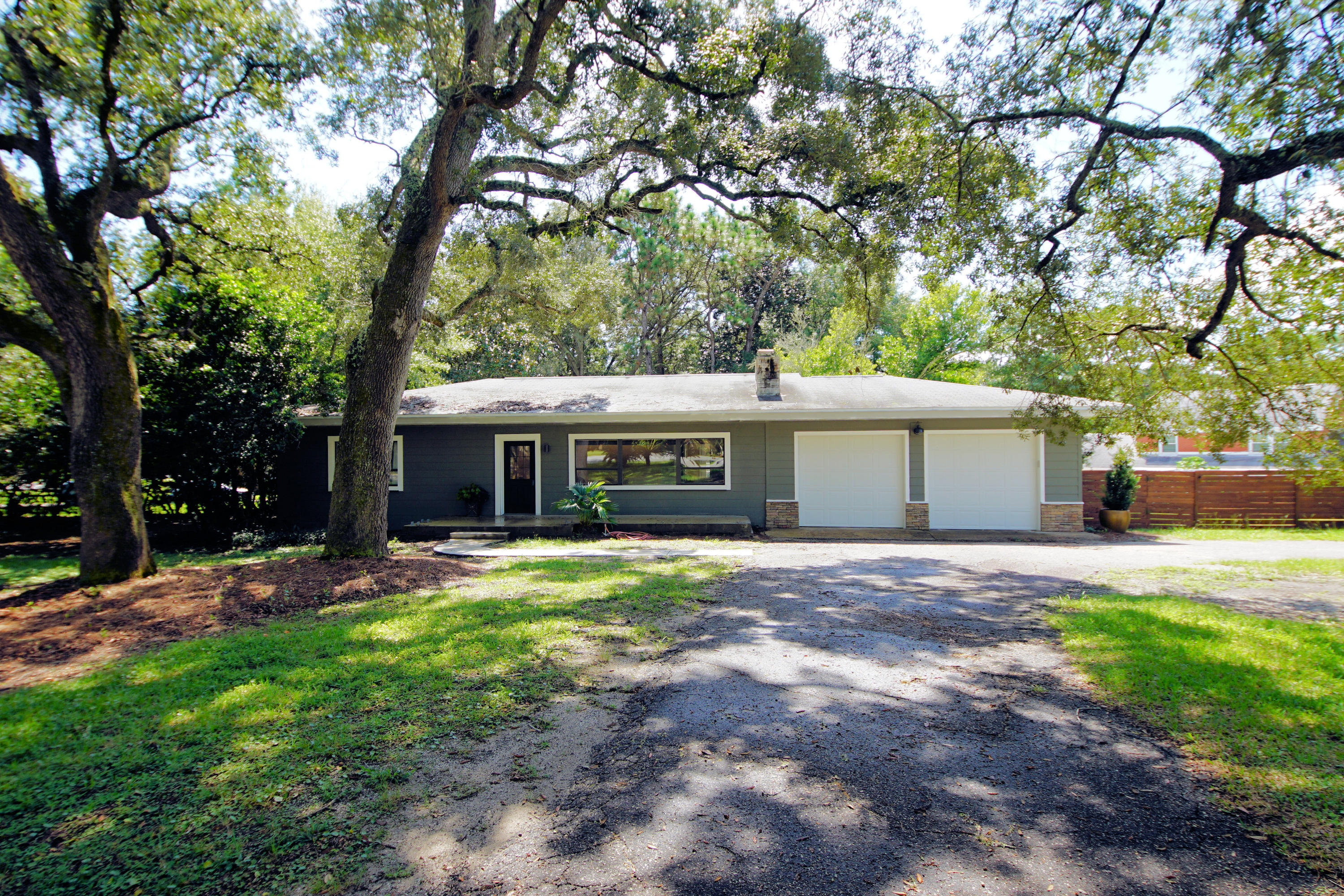 Photo of home for sale at 13 Bayview, Shalimar FL