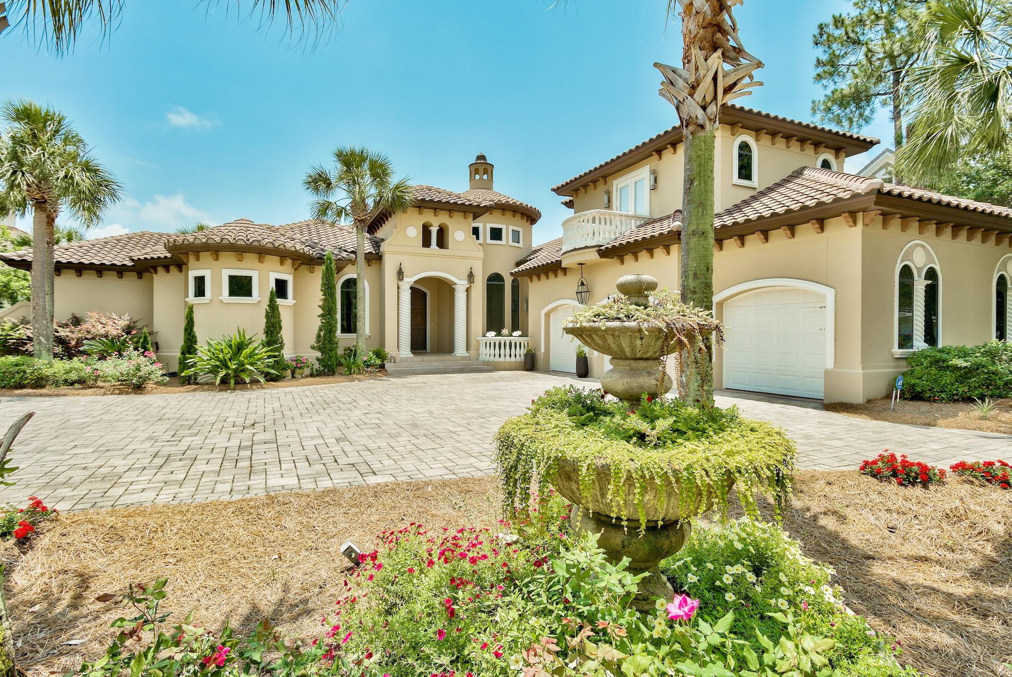 Photo of home for sale at 445 Admiral, Destin FL