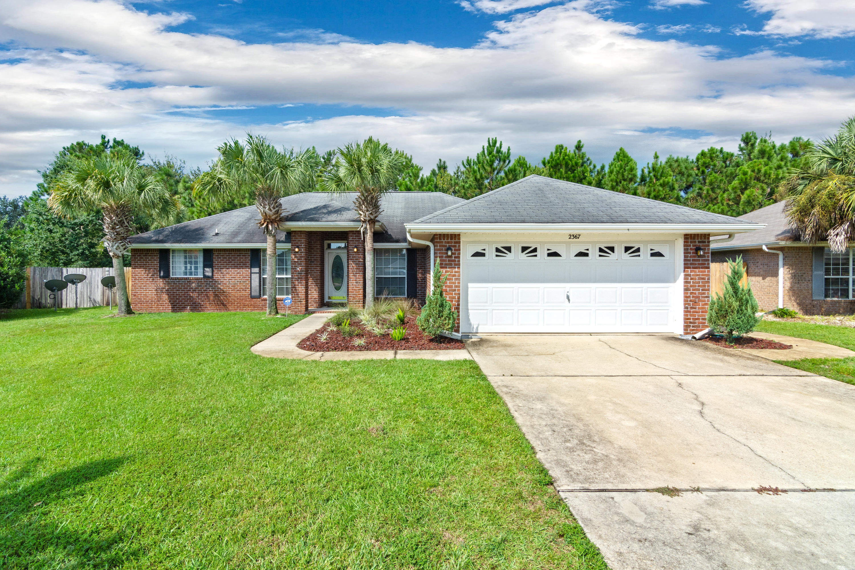 Photo of home for sale at 2367 Heritage, Navarre FL