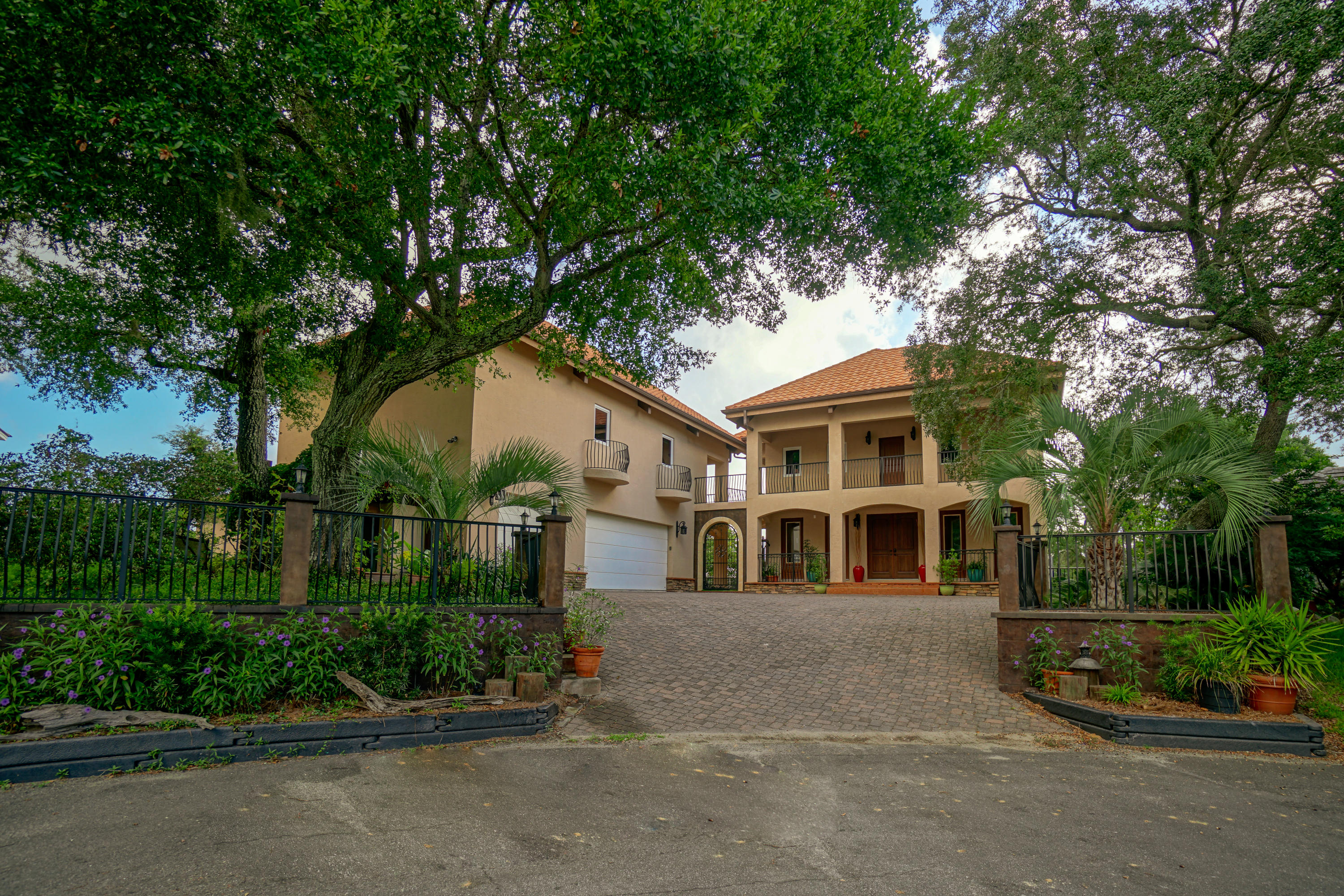Photo of home for sale at 781 Blvd Of The Champions, Shalimar FL