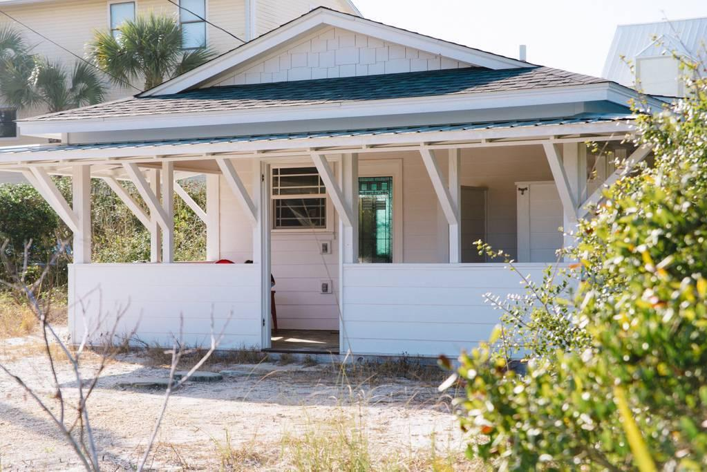 Photo of home for sale at 392 Eastern Lake, Santa Rosa Beach FL