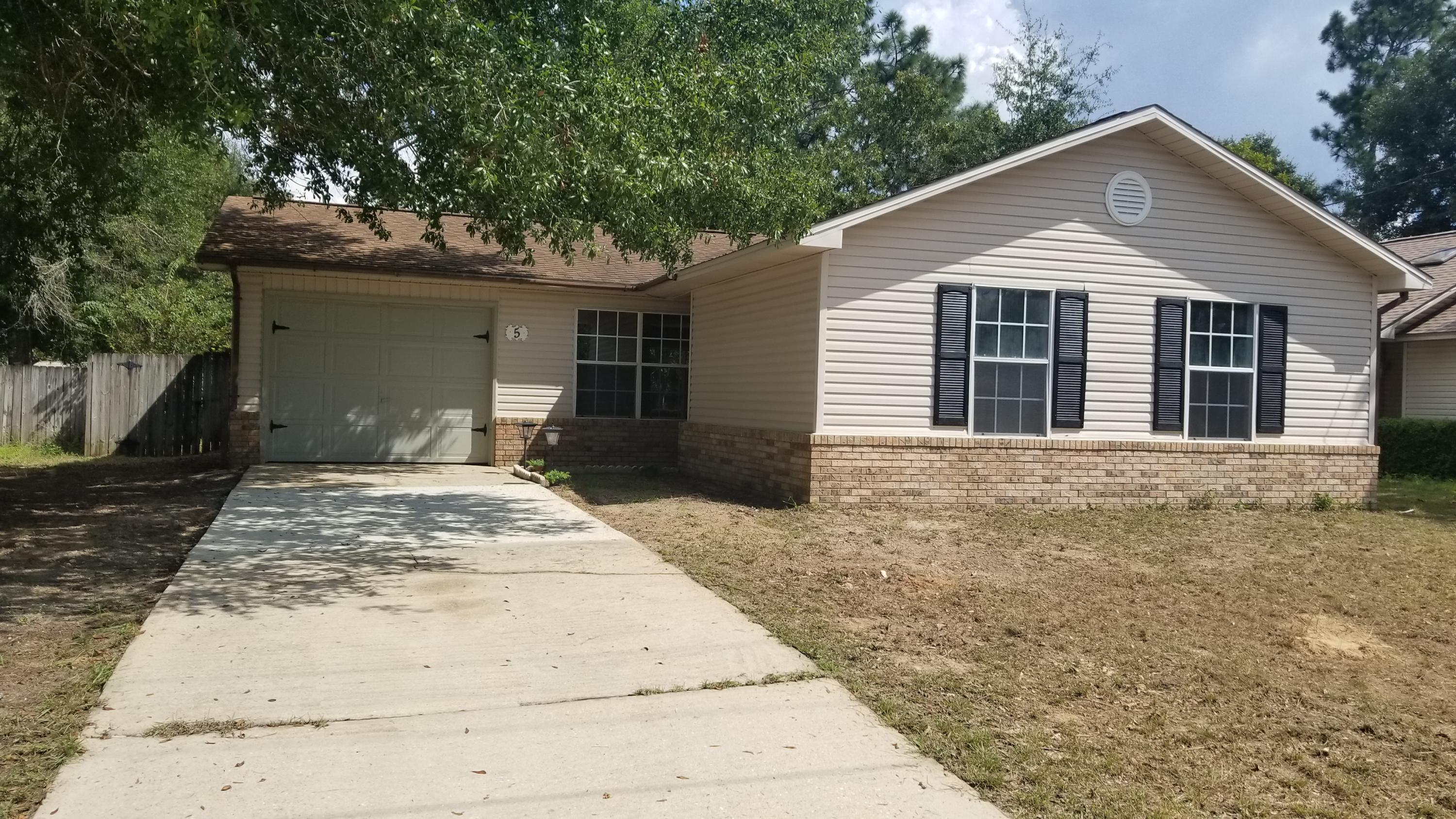 Photo of home for sale at 5 Courtney, Crestview FL