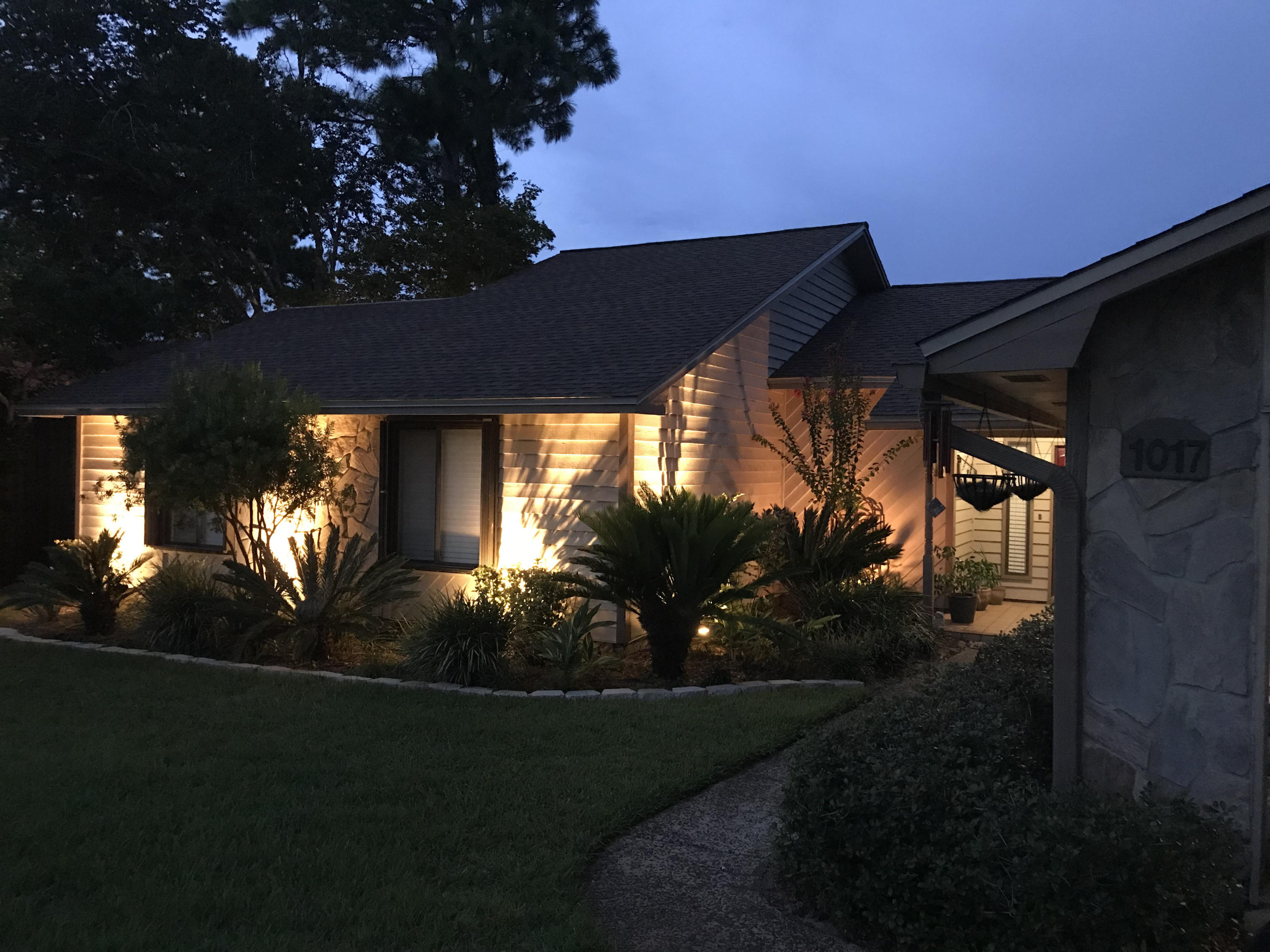 Photo of home for sale at 1017 Troon, Niceville FL