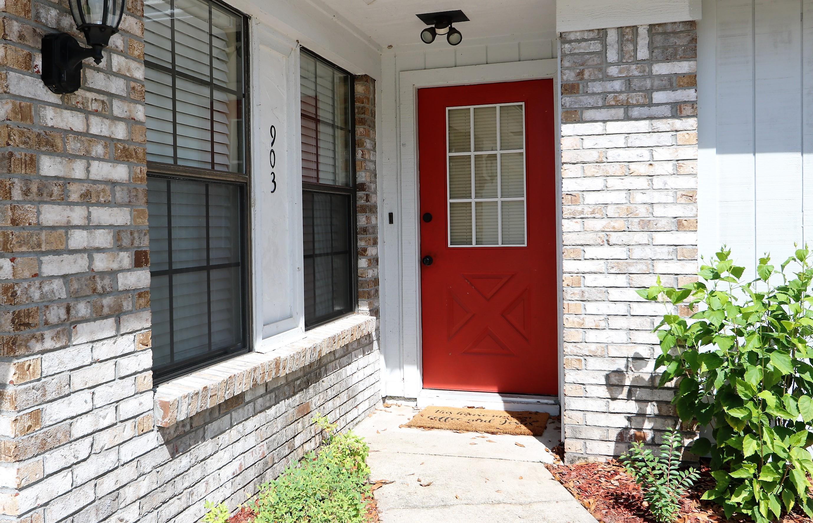 Photo of home for sale at 903 Linden, Niceville FL