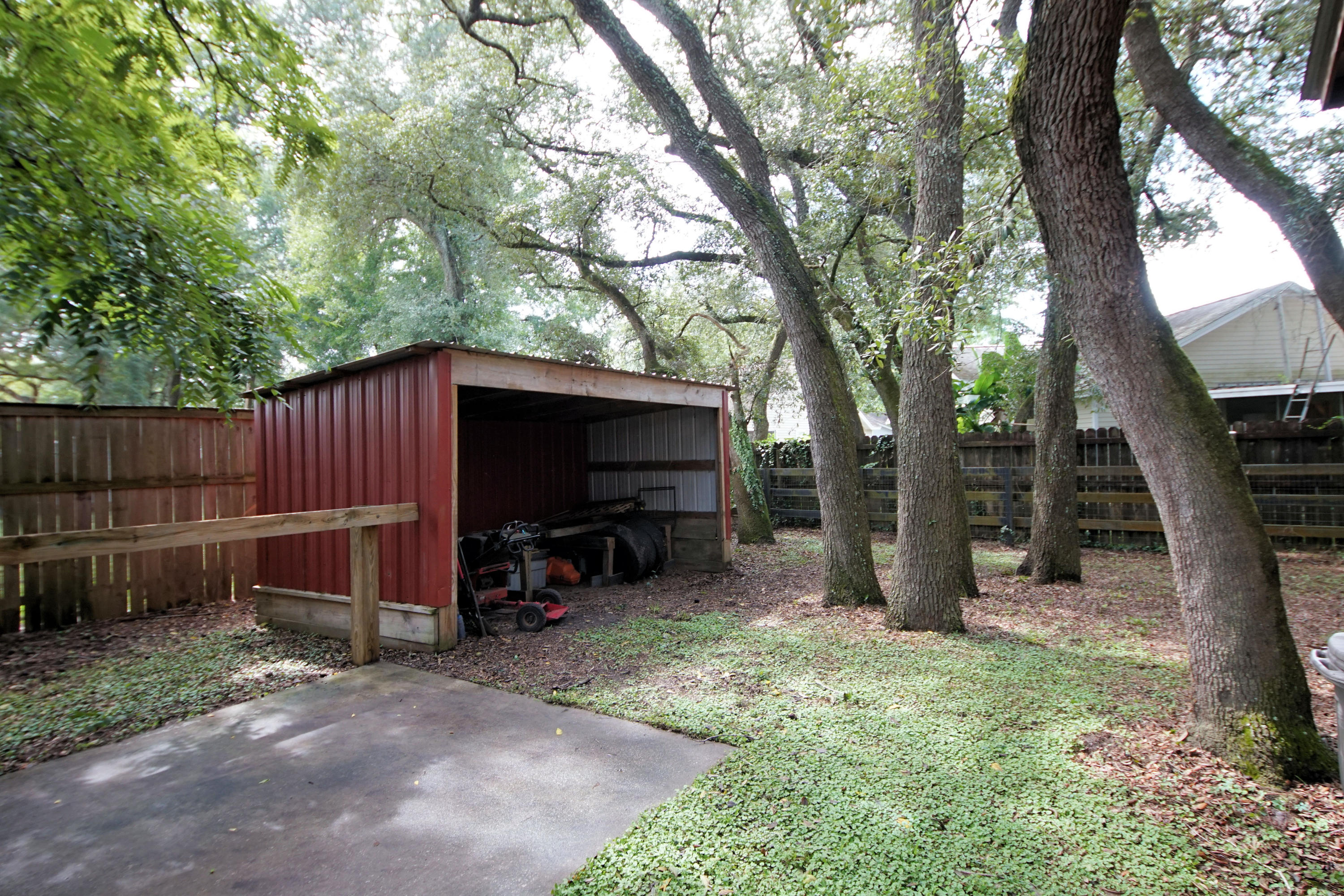 Photo of home for sale at 1568 Hickory, Niceville FL