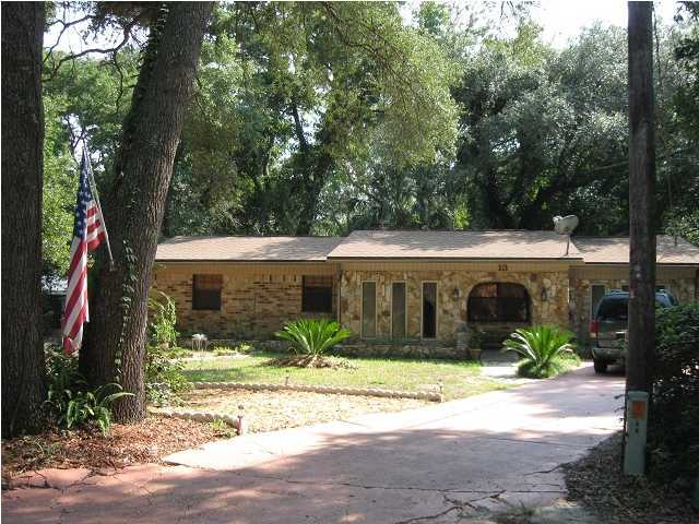 Photo of home for sale at 13 Roundabend, Shalimar FL