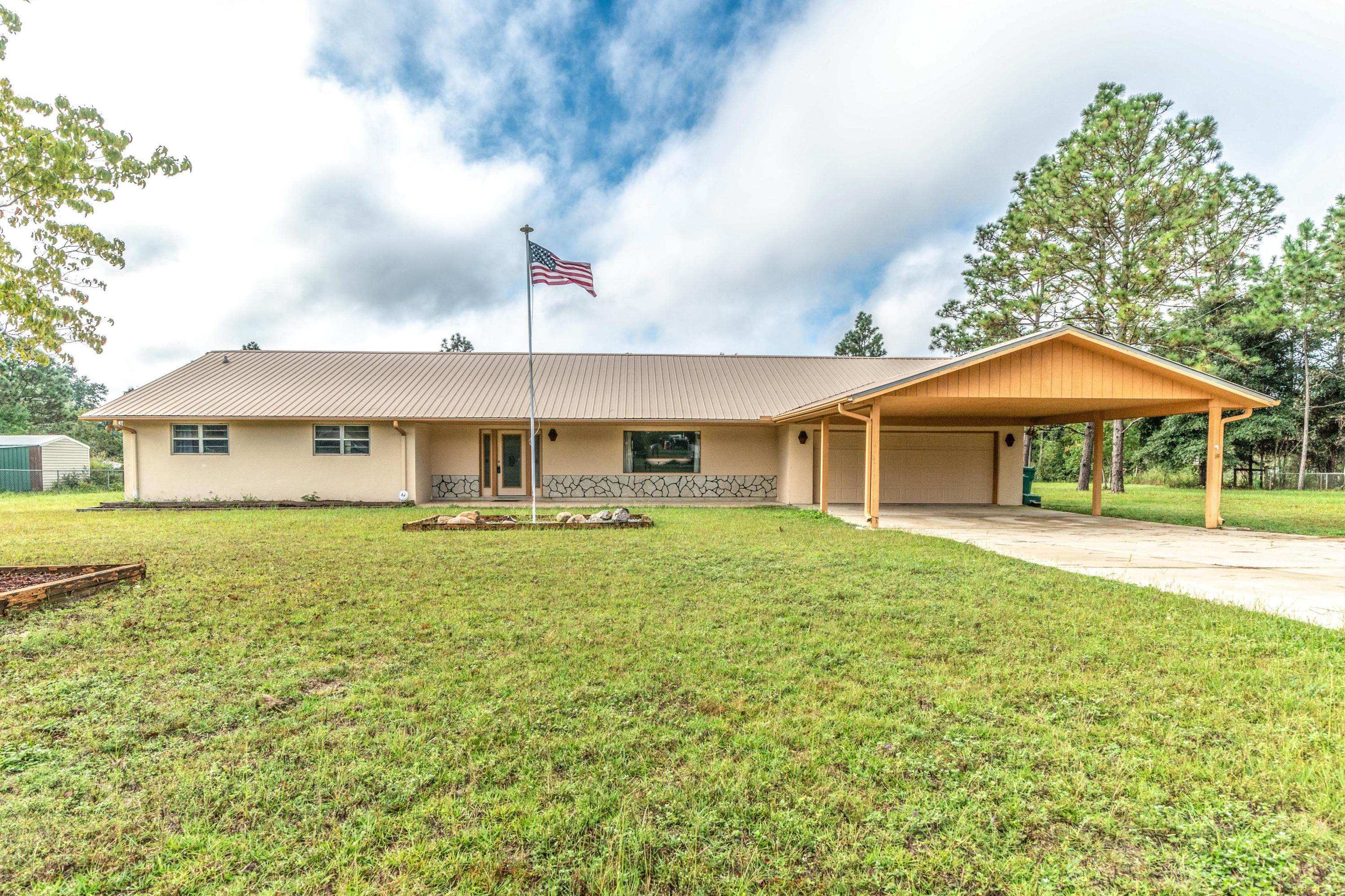 Photo of home for sale at 3427 Finch, Crestview FL