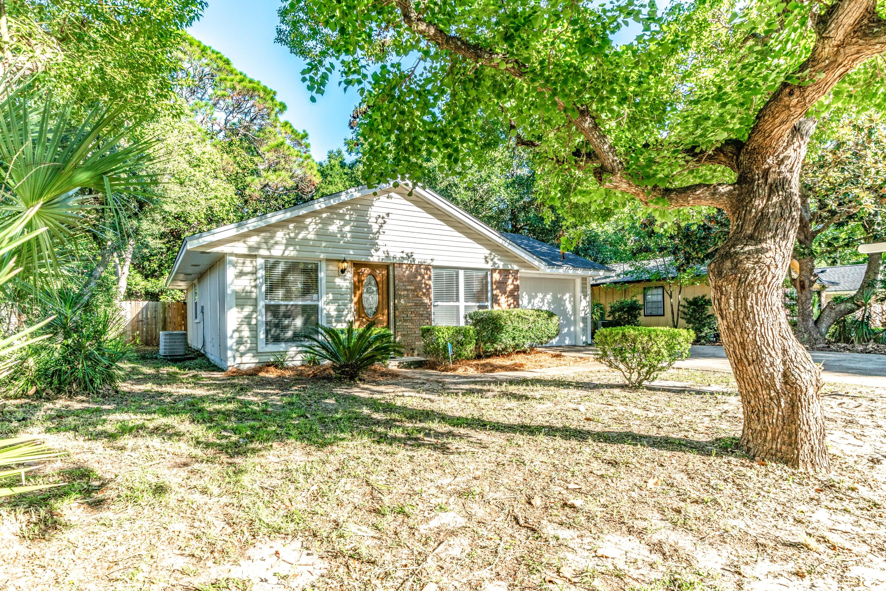 Photo of home for sale at 103 Methodist, Fort Walton Beach FL
