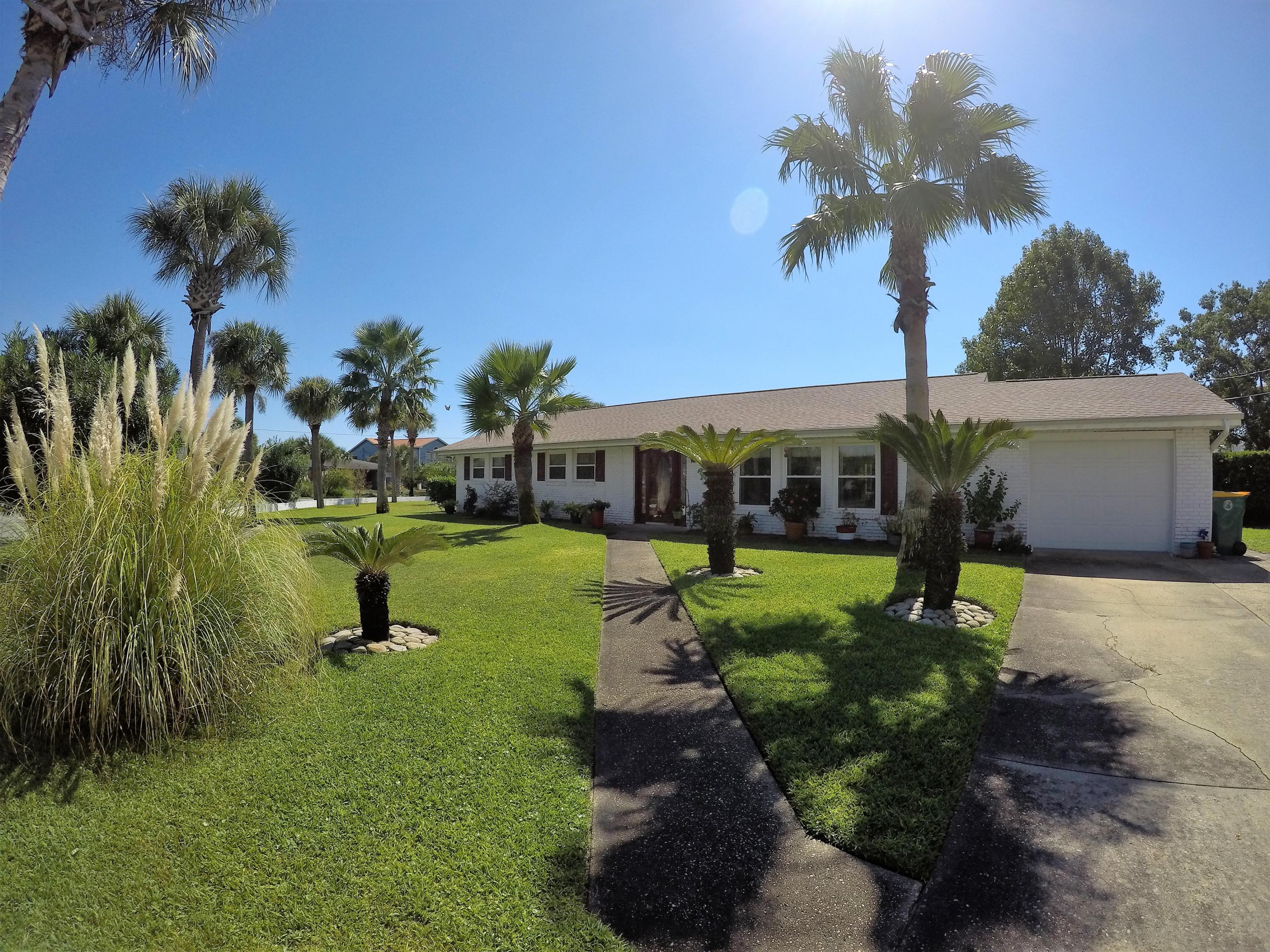 Photo of home for sale at 762 Sailfish, Fort Walton Beach FL