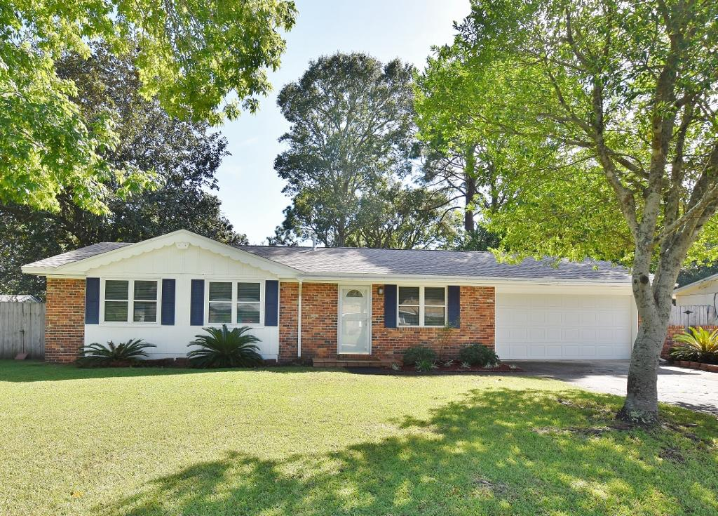 Photo of home for sale at 322 Iva, Fort Walton Beach FL