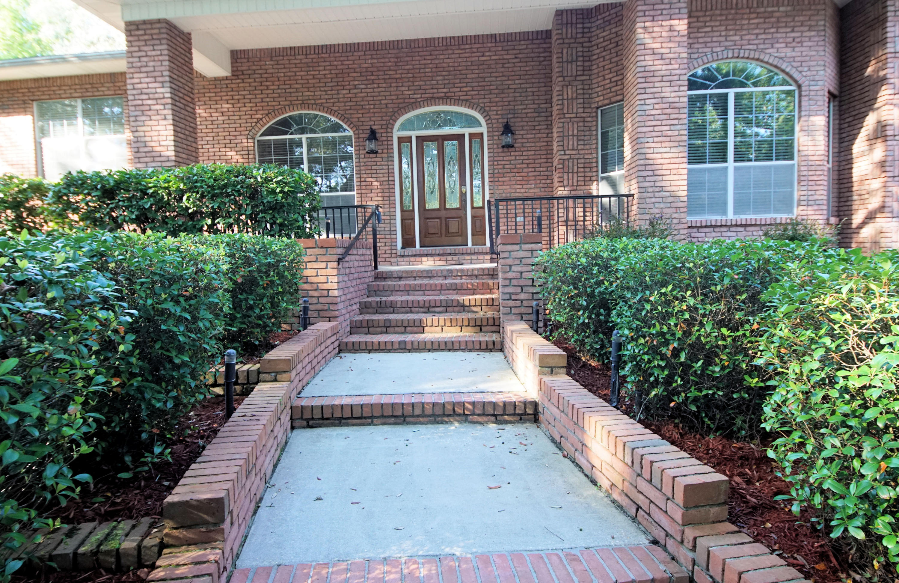 Photo of home for sale at 218 Country Club, Shalimar FL