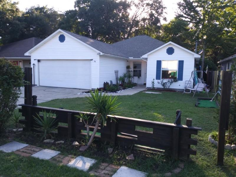 Photo of home for sale at 1218 Jay, Fort Walton Beach FL