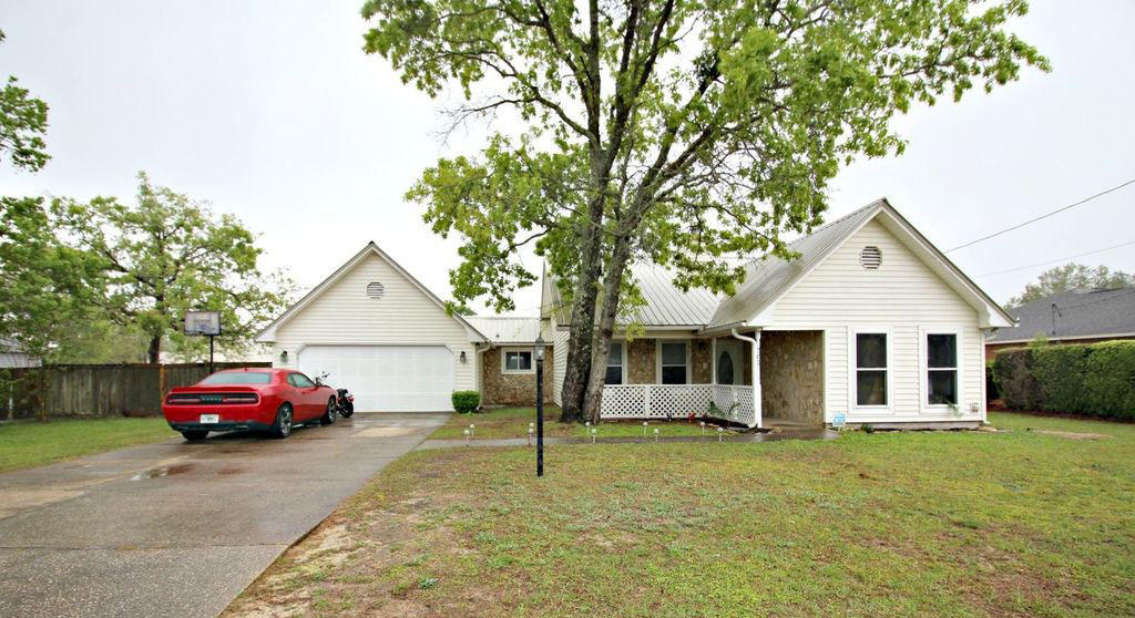 Photo of home for sale at 703 Naughton, Crestview FL