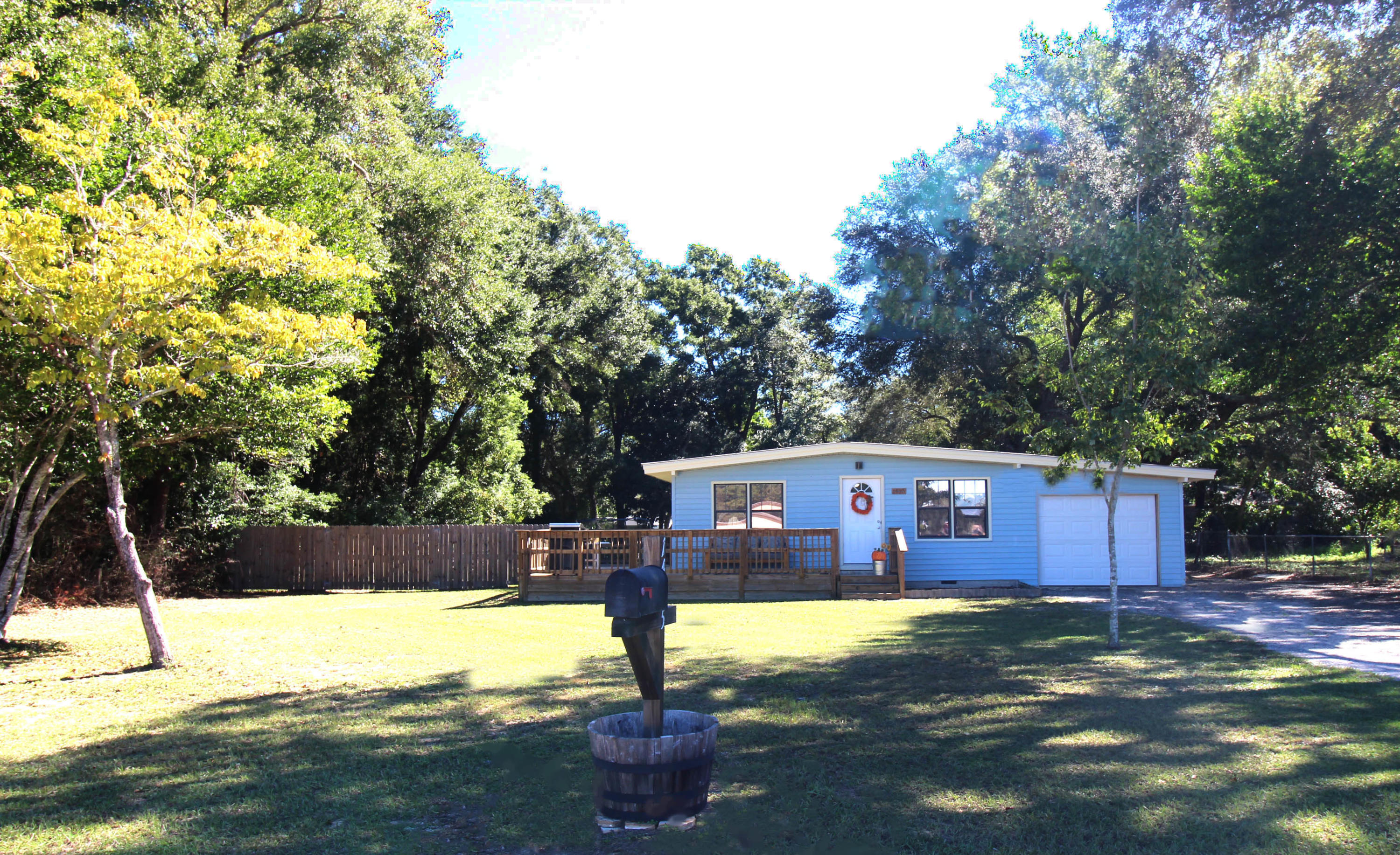 Photo of home for sale at 1495 Hickory Street, Niceville FL