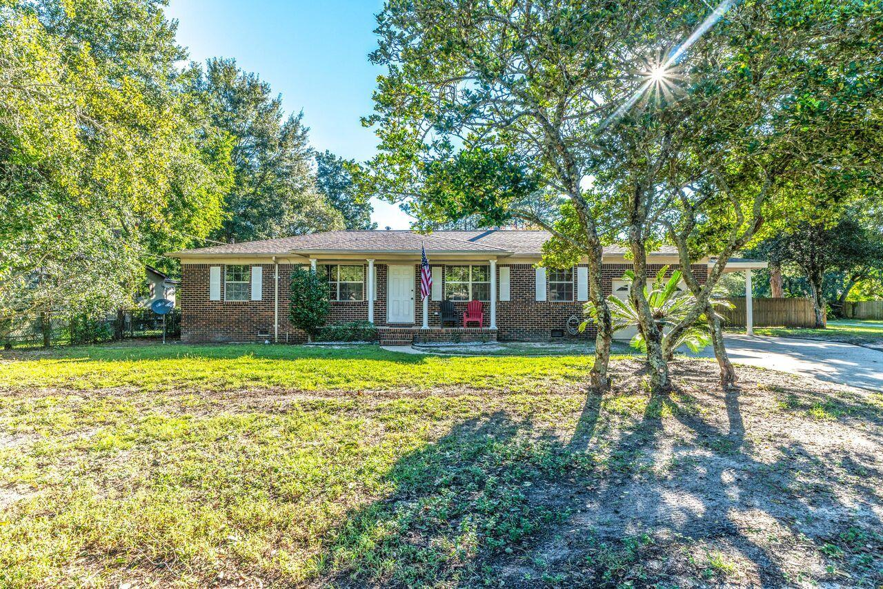 Photo of home for sale at 1015 Pineview, Fort Walton Beach FL