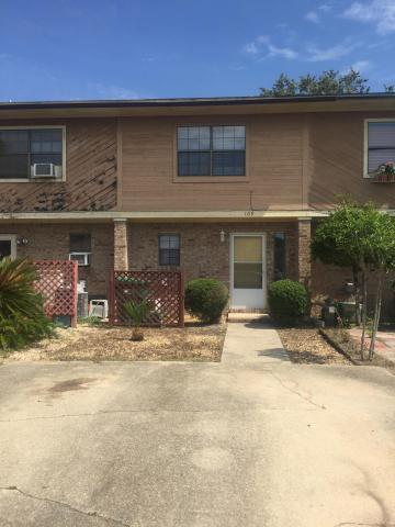 Photo of home for sale at 109 Davenport, Fort Walton Beach FL