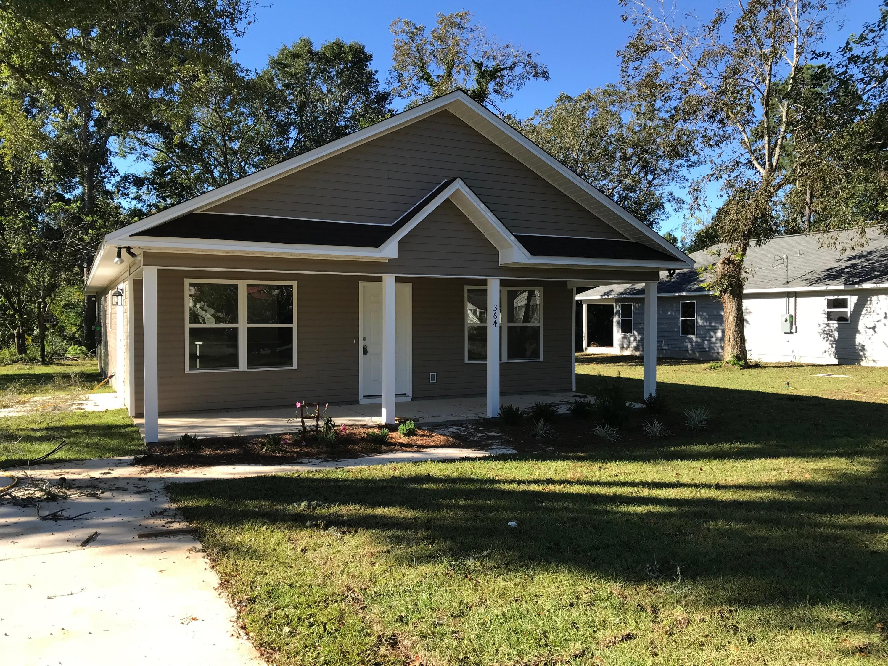 Photo of home for sale at 364 Park, Defuniak Springs FL