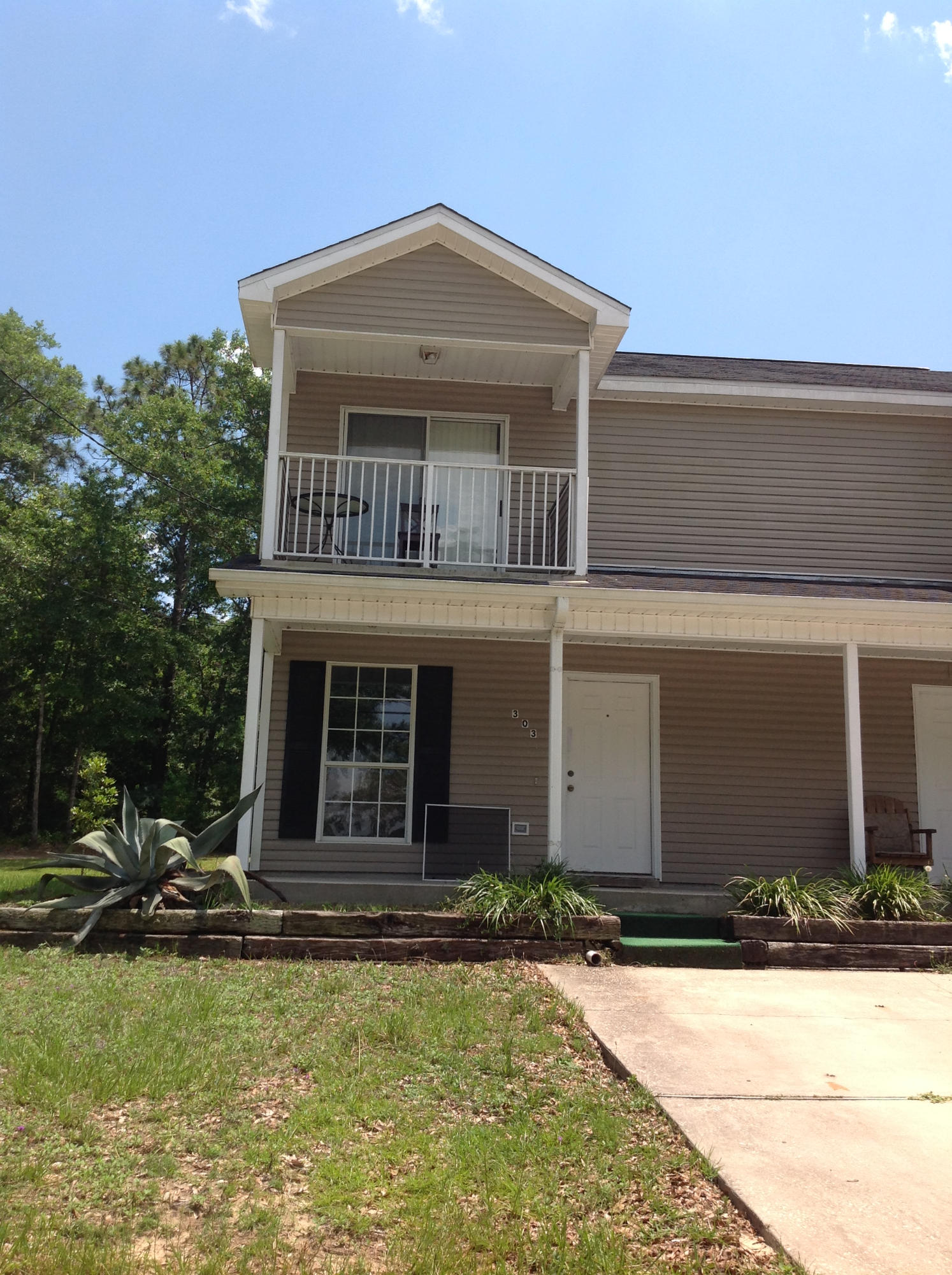 Photo of home for sale at 303 Purl Adams, Crestview FL