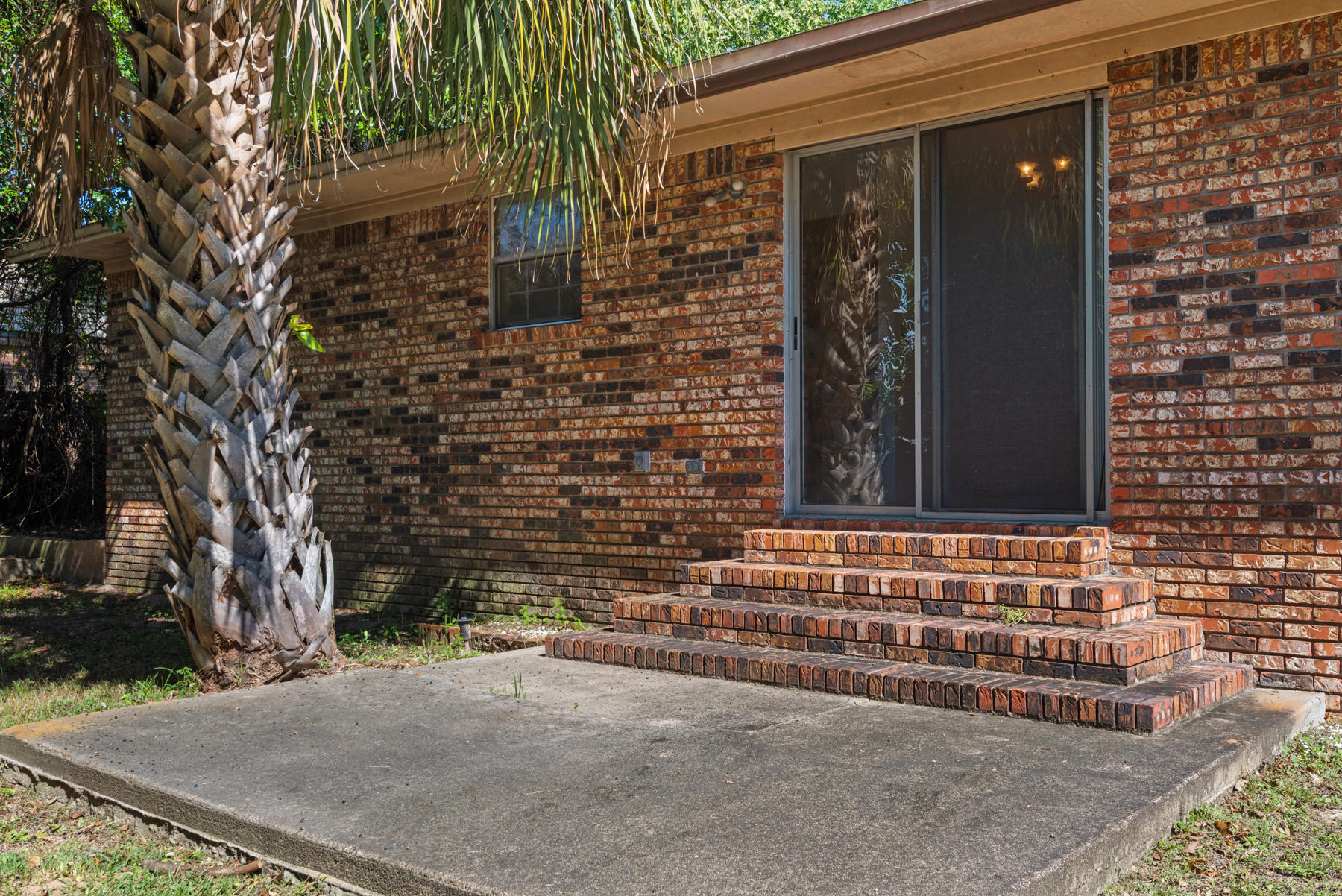 Photo of home for sale at 77 5th, Shalimar FL