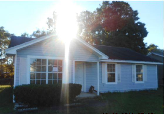Photo of home for sale at 491 Sara Ave, Mary Esther FL