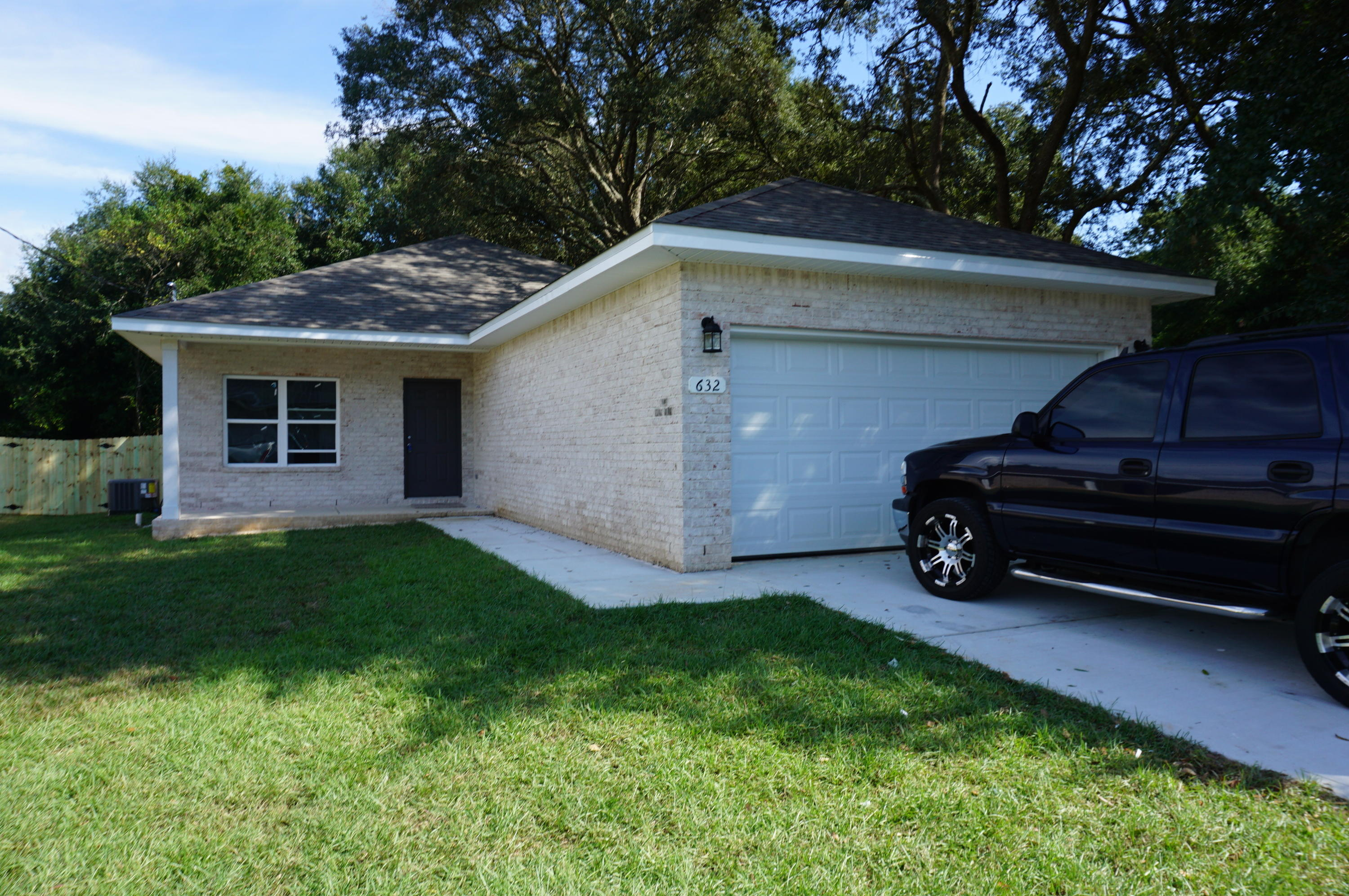 Photo of home for sale at 632 Ginkgo, Niceville FL